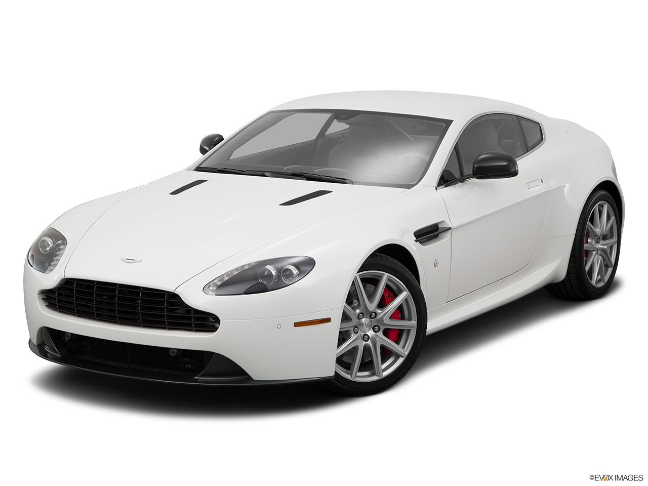 2015 Aston Martin V8 Vantage Gt Coupe Front Angle View 2015