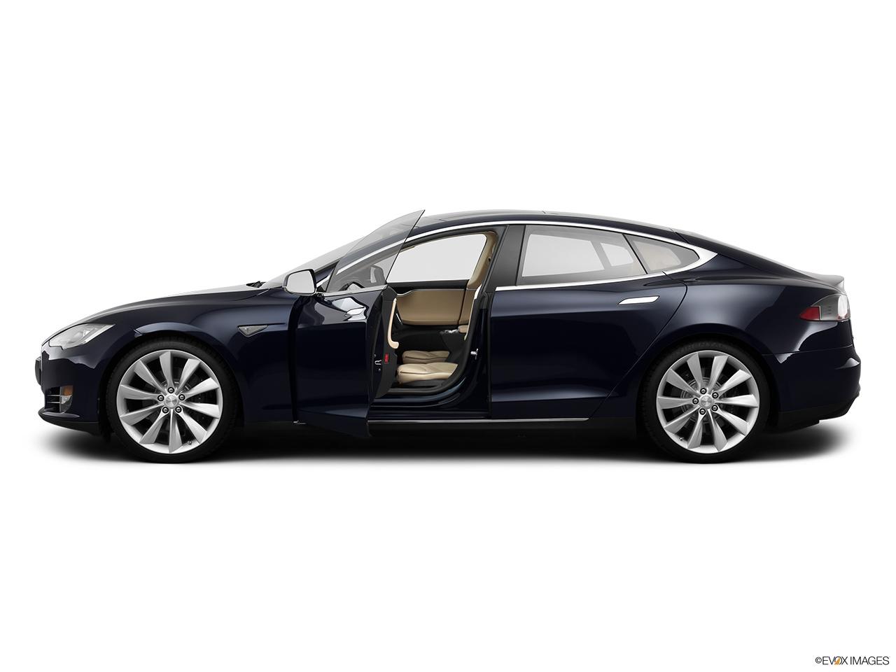 2013 Tesla Model S Sedan Performance Front Angle View 2013
