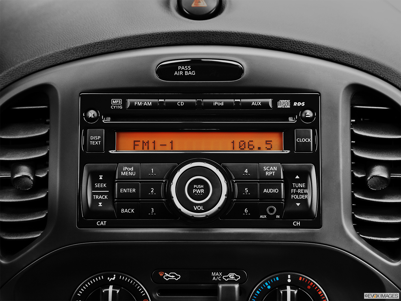 2014 Nissan Juke Wagon Cvt Nismo Rs Awd Closeup Of Radio