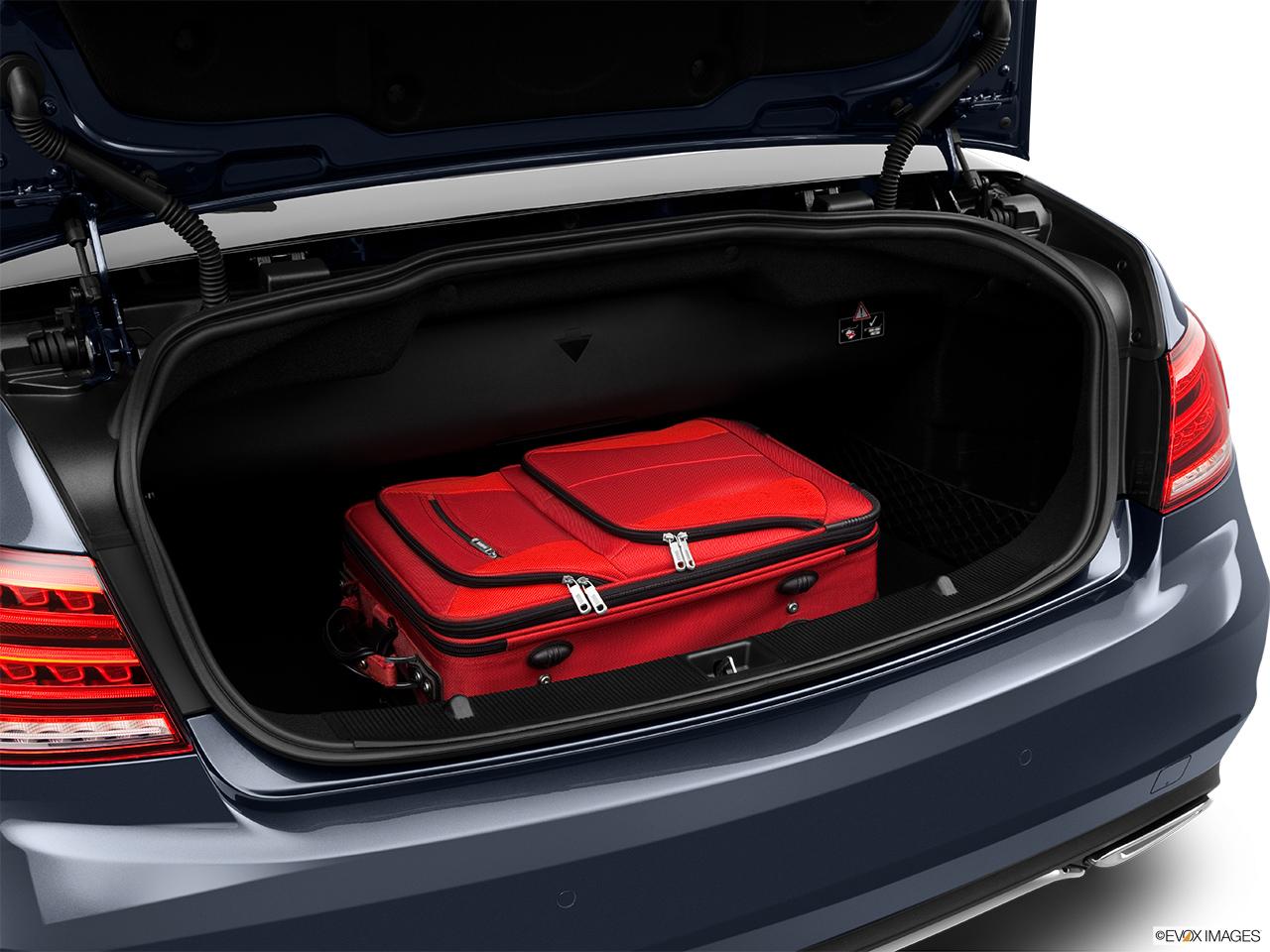 2014 mercedesbenz eclass cabriolet e350 rwd trunk props