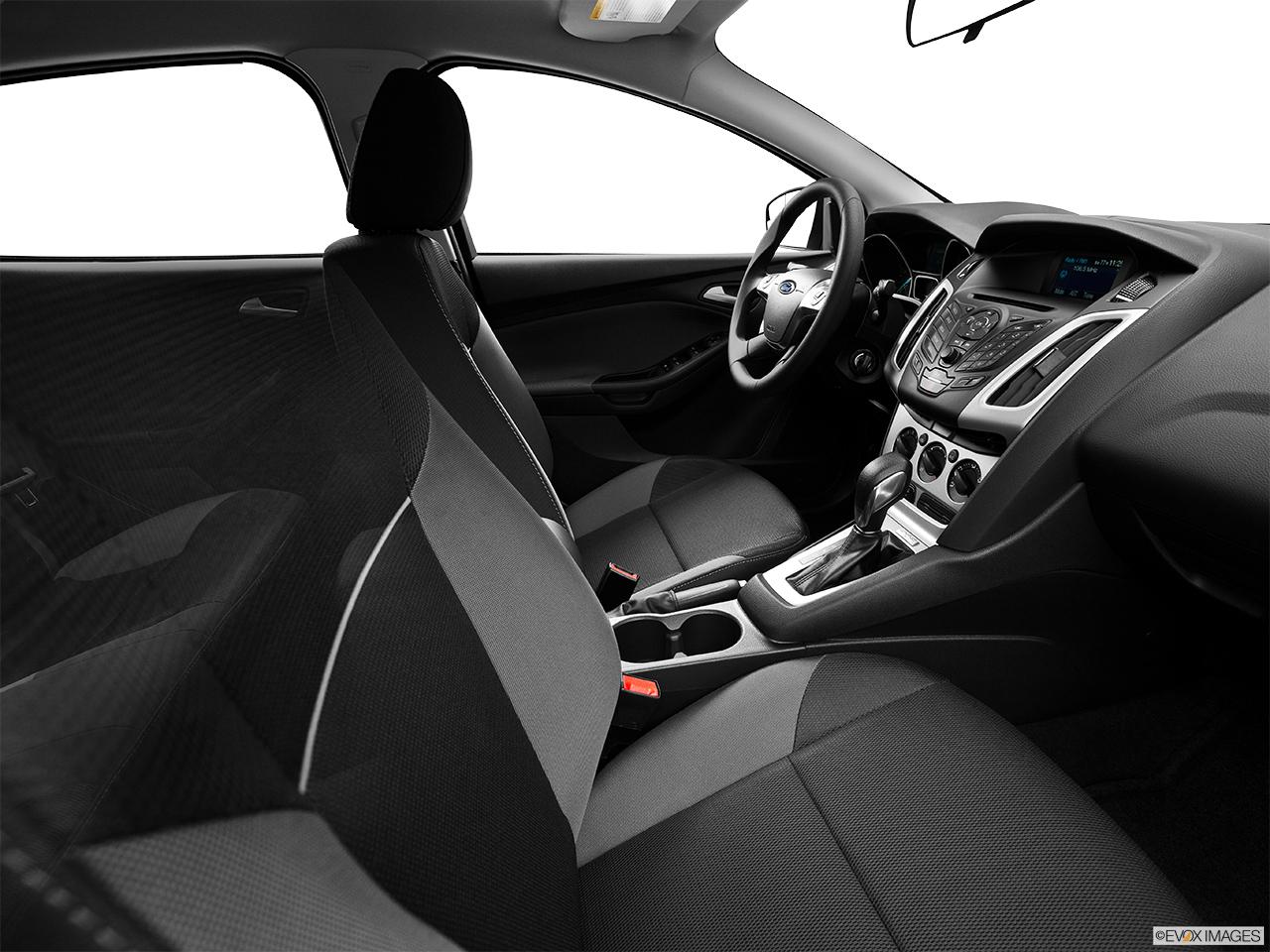 2014 ford focus sedan se fake buck shot interior from passenger b pillar