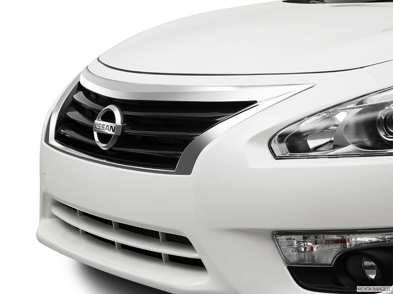 Nissan Altima 2.5 S >> 2014 Nissan Altima Sedan I4 2.5 SL - Close up of Grill