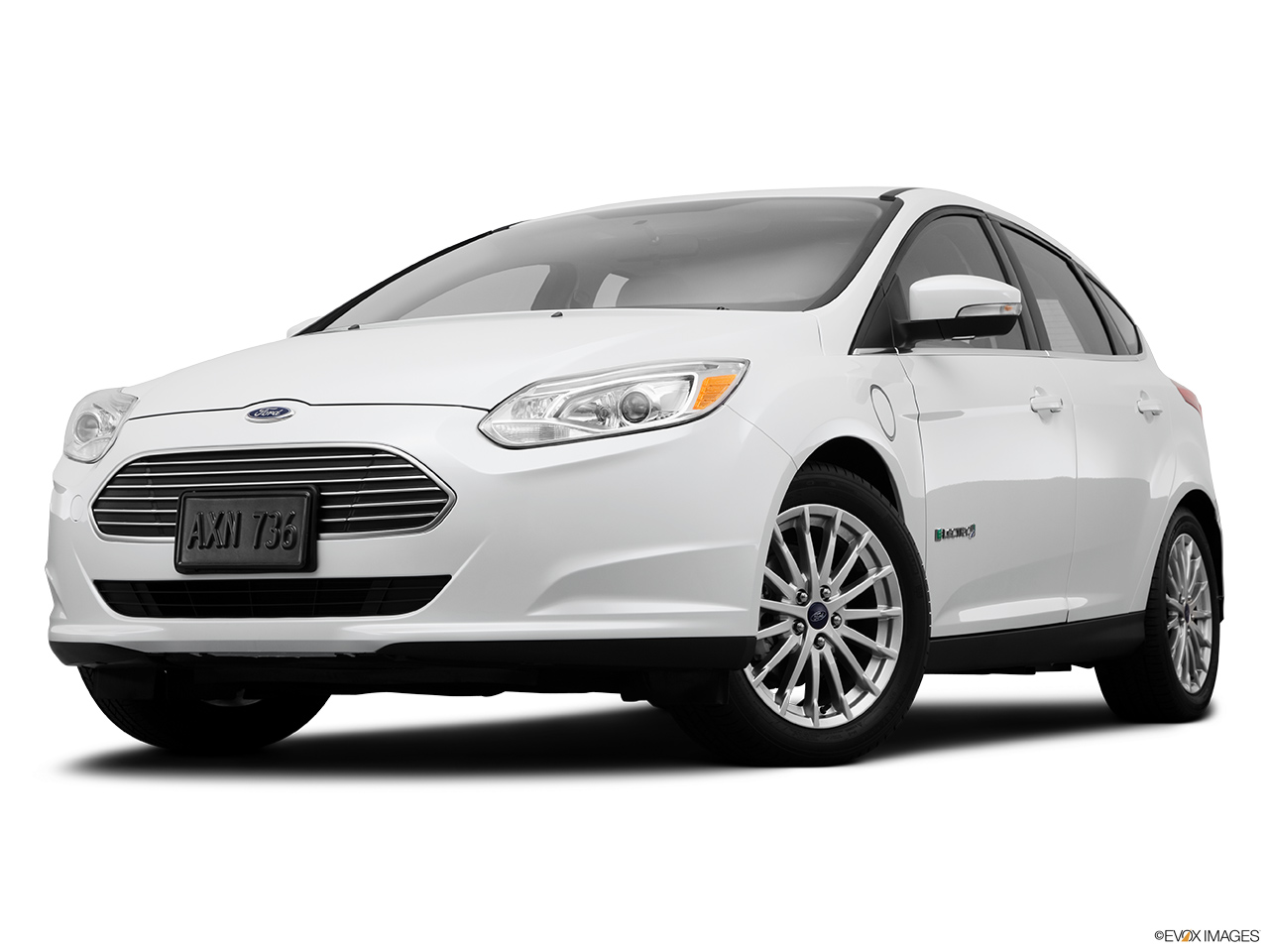 2014 ford focus electric 5dr hatchback front angle view low wide perspective