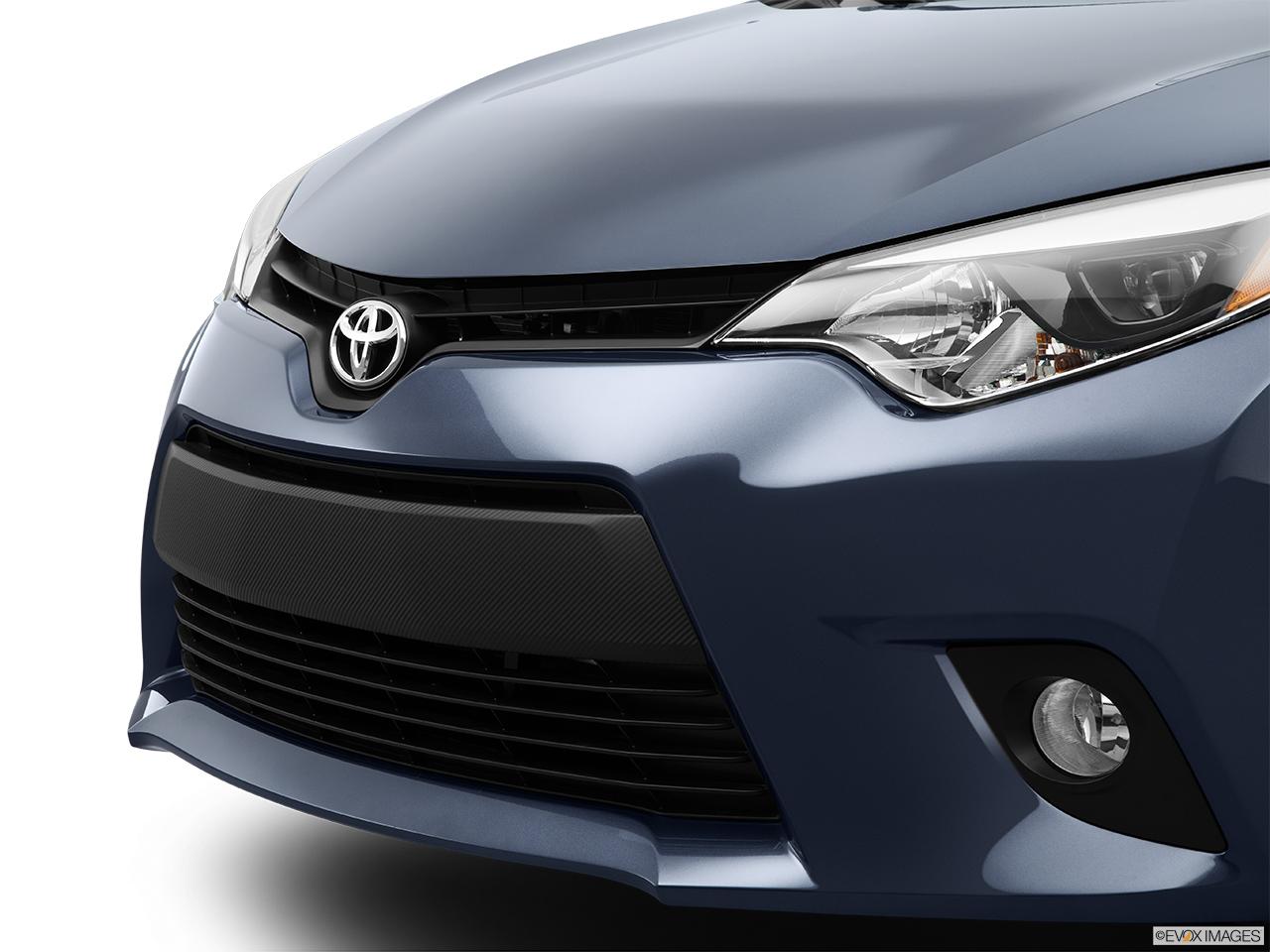 2015 Toyota Corolla 4dr Sedan Cvt Le Close Up Of Grill