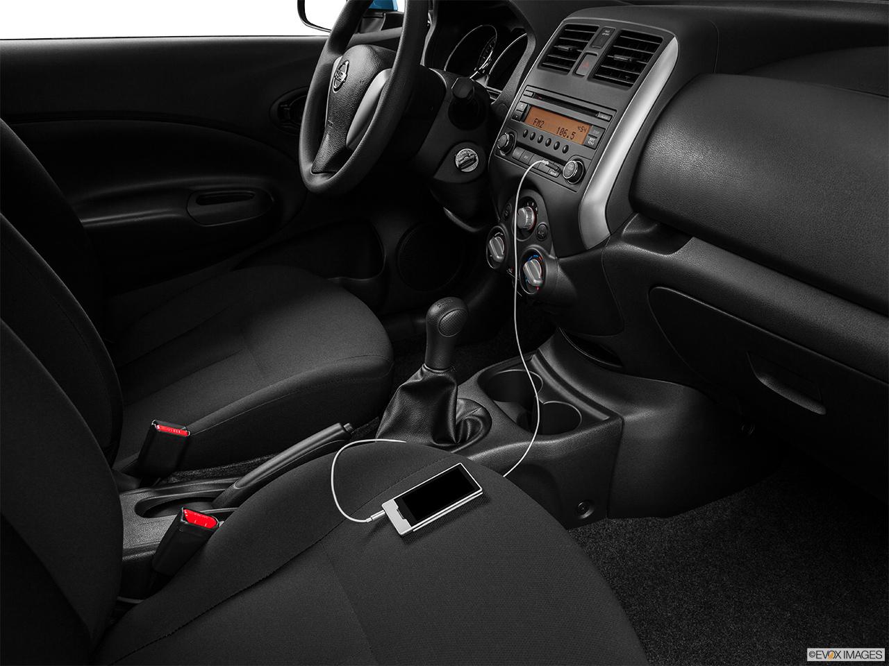 2015 nissan versa note 5 door manual 1 6 s hatchback front angle rh carnow com nissan versa note manual 2015 nissan versa note manual transmission review