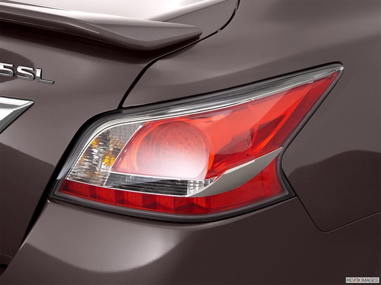 2015 Nissan Altima V6 3.5 SL Sedan   Passenger Side Taillight