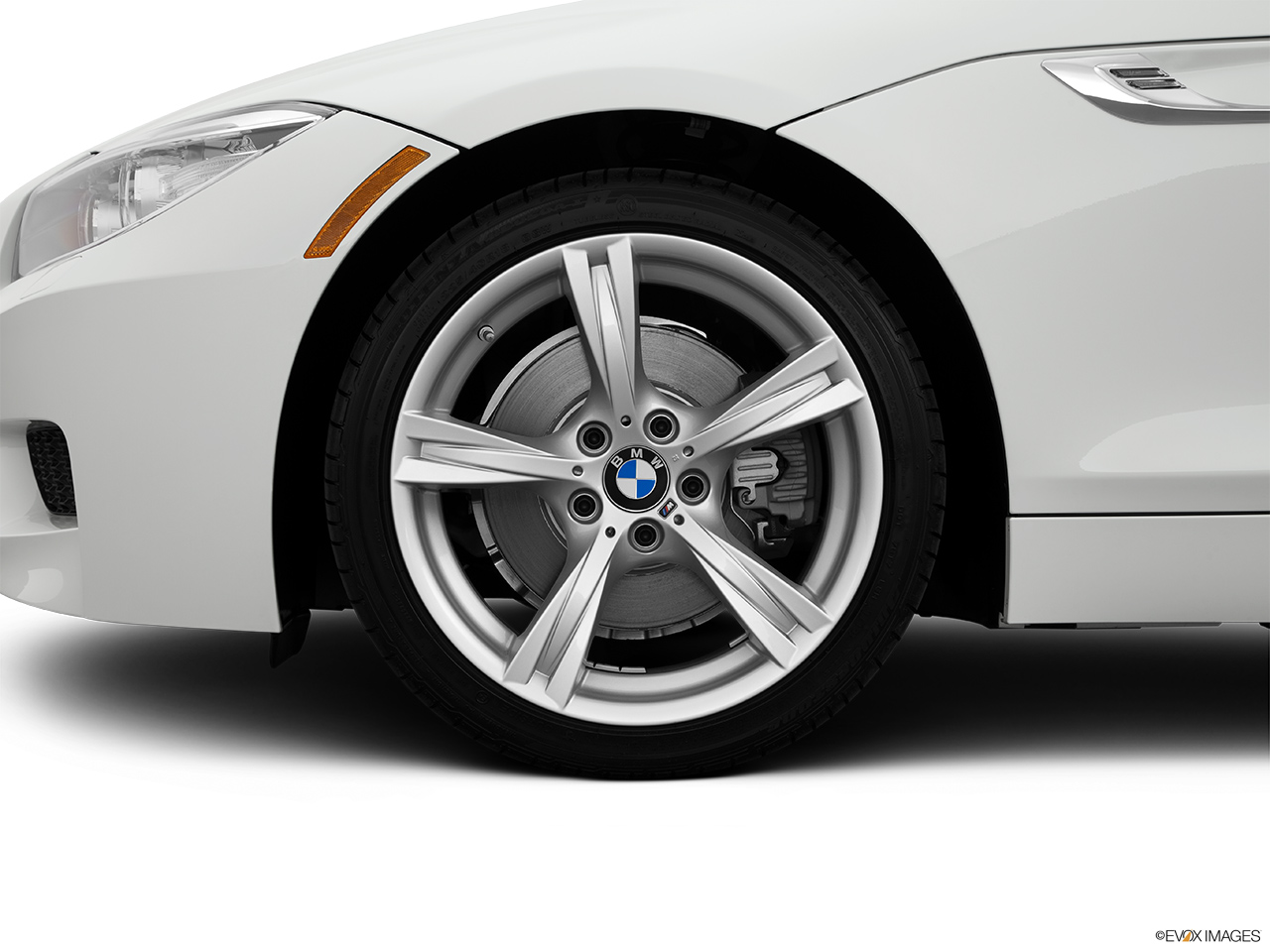 2015 Bmw Z4 Roadster 28i Front Drivers Side Wheel At Profile