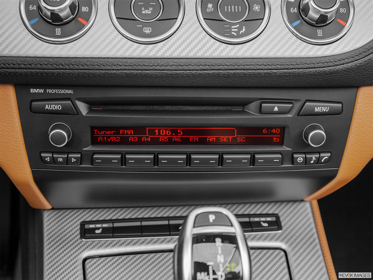 2015 Bmw Z4 Roadster 28i Closeup Of Radio Head Unit