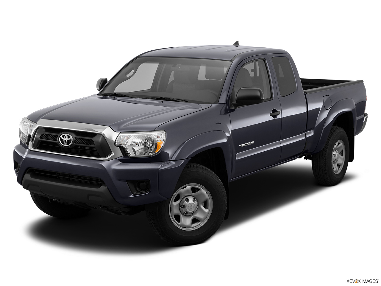 2015 Toyota Tacoma 4WD Access Cab V6 MT - Front angle view