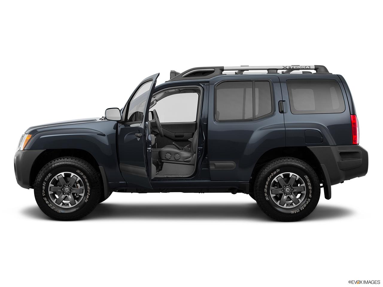 2015 Nissan Xterra 4WD 4 Door Auto Pro-4X - Front angle view 2015