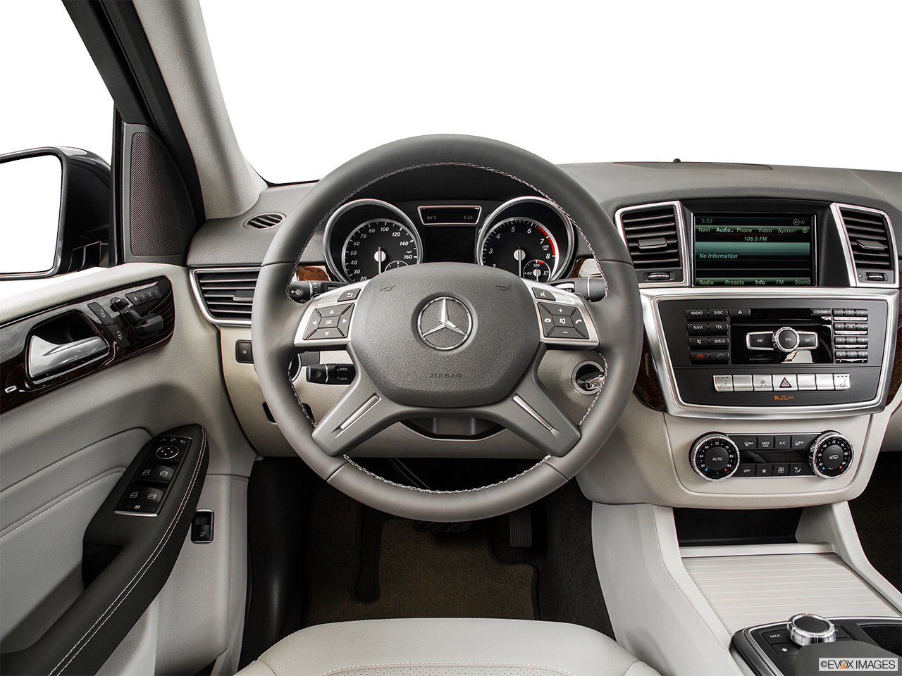 2015 Mercedes-Benz M-Class 4MATIC ML350 - Front angle view