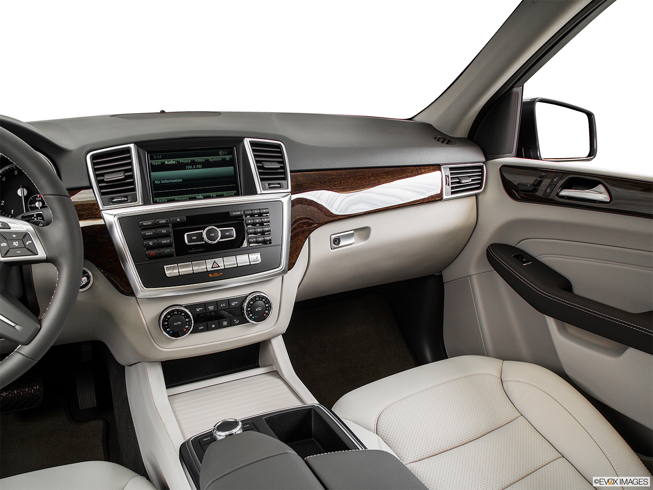 2015 Mercedes-Benz M-Class 4MATIC ML350 - Front angle