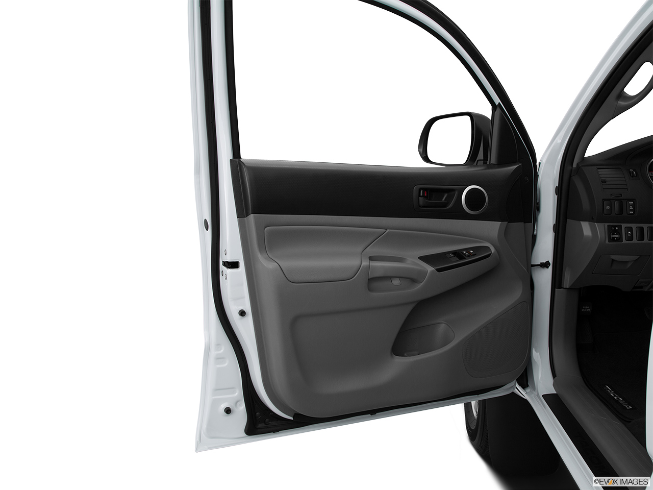 2015 Toyota Tacoma 2WD Access Cab I4 MT - Inside of driver ...