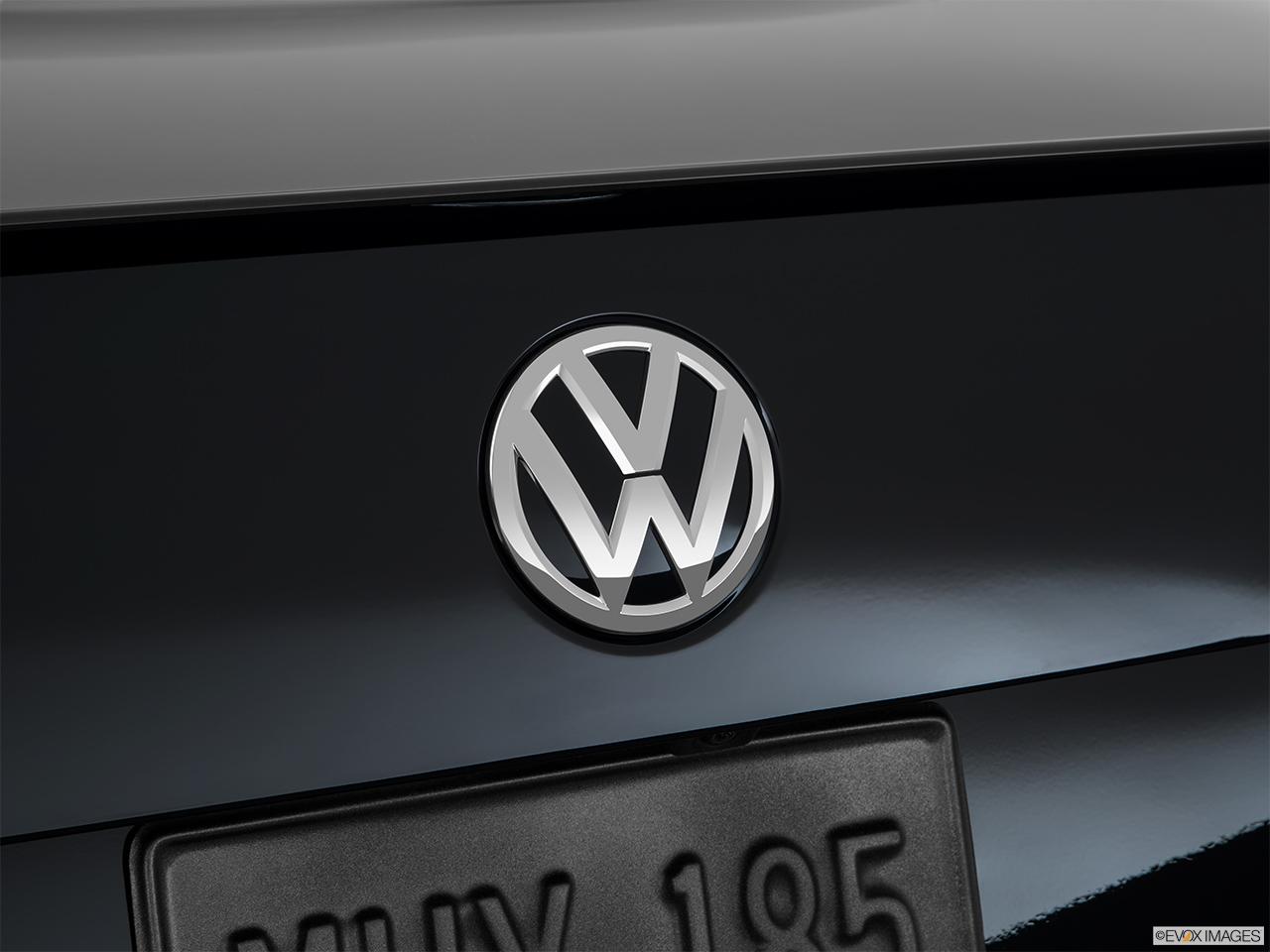 2015 Volkswagen Jetta Sedan 4 Door Manual 18t Sport Pzev Front