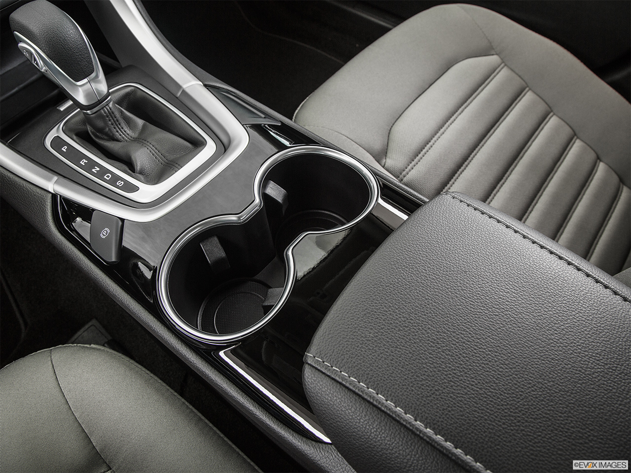 2015 Ford Fusion 4dr Sedan S Fwd Cup Holders