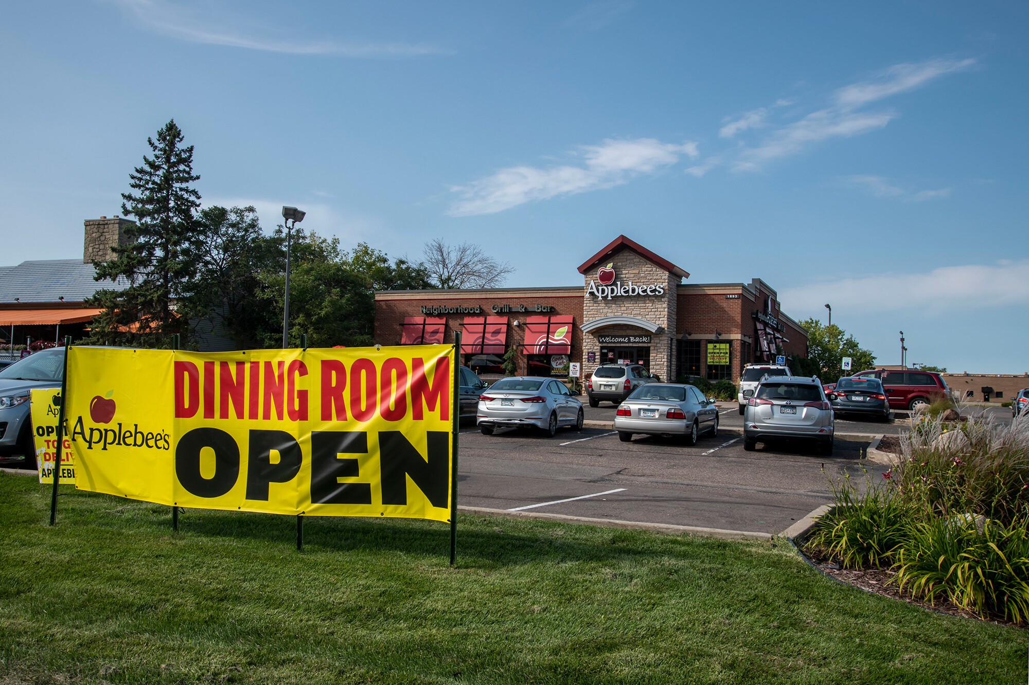 People are flocking to Applebee's. This popular song is one reason why