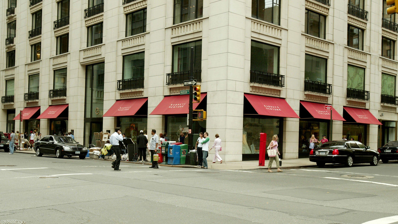 Struggling Barneys, a high-end Manhattan retailer, stares down an uncertain fate