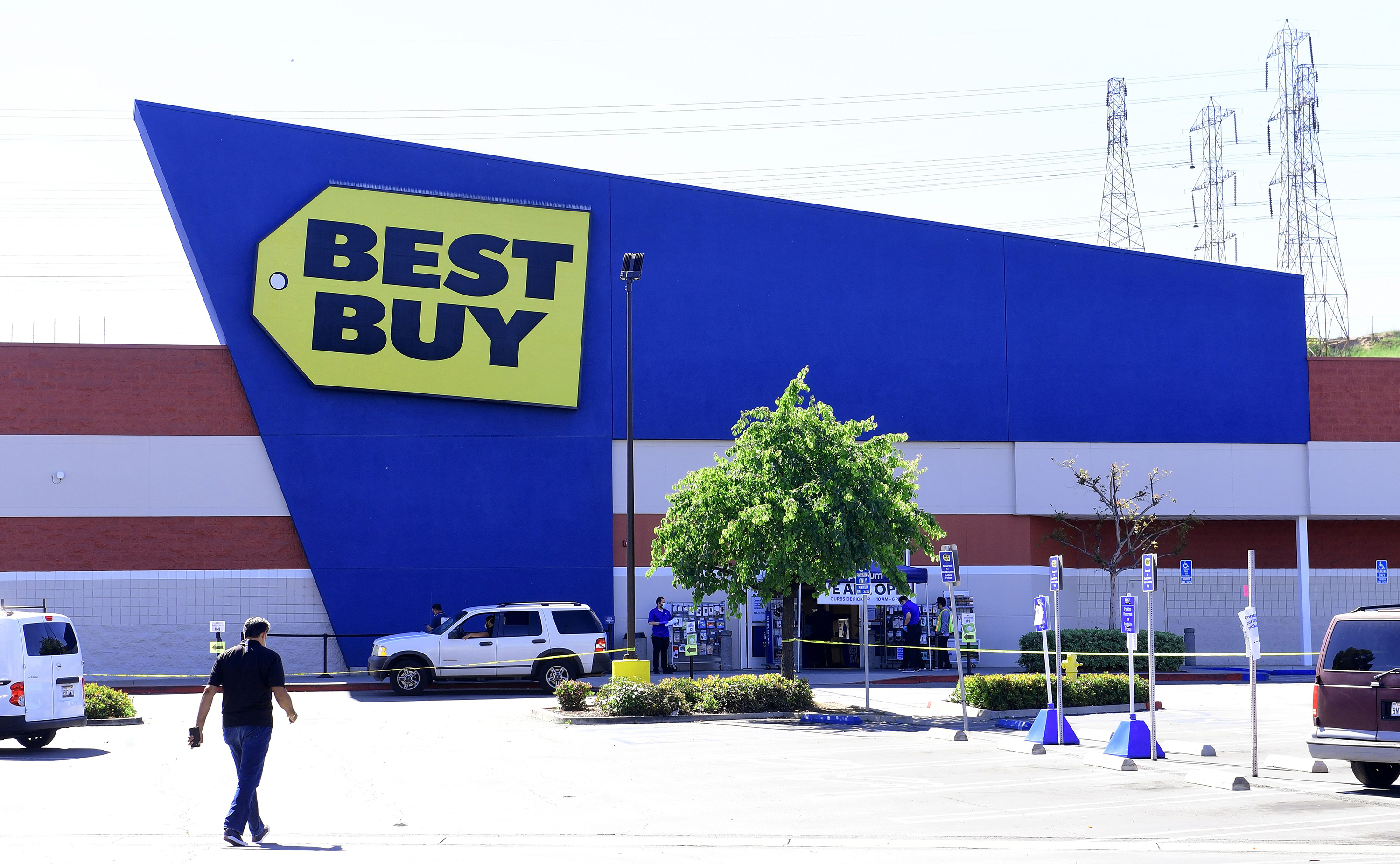 Best Buy's sales surged but it doesn't expect the momentum to last