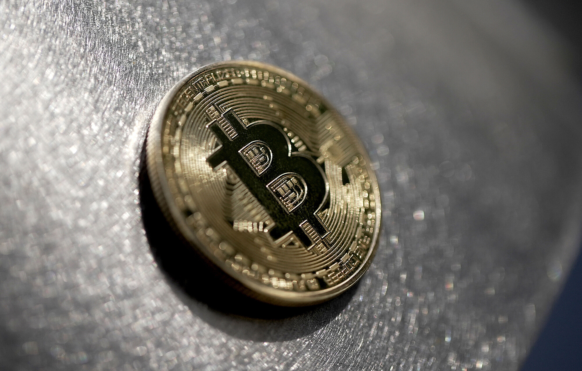 The first bitcoin ETF finally begins trading