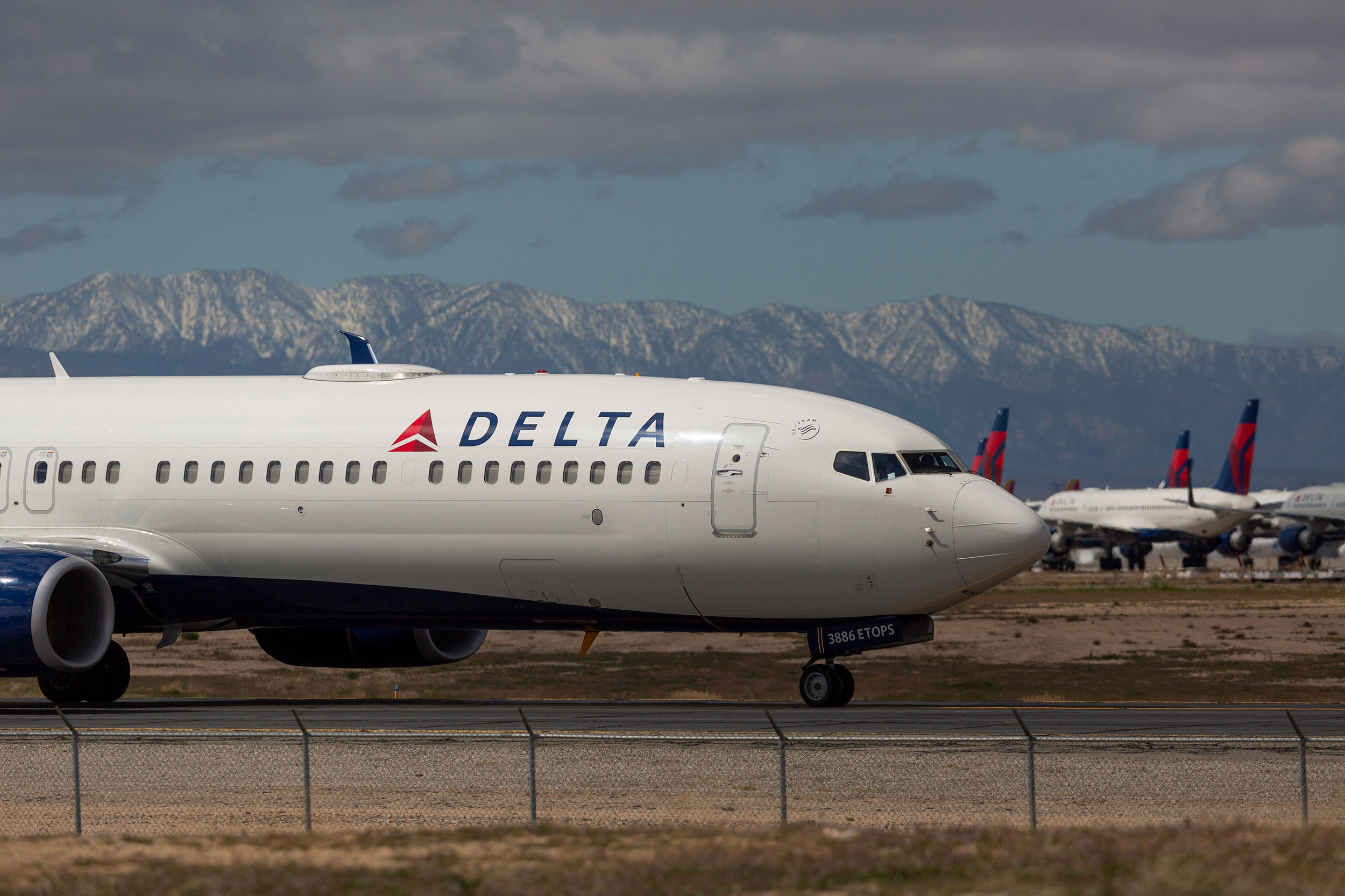 Delta cancels more than 500 flights this week amid crew shortages