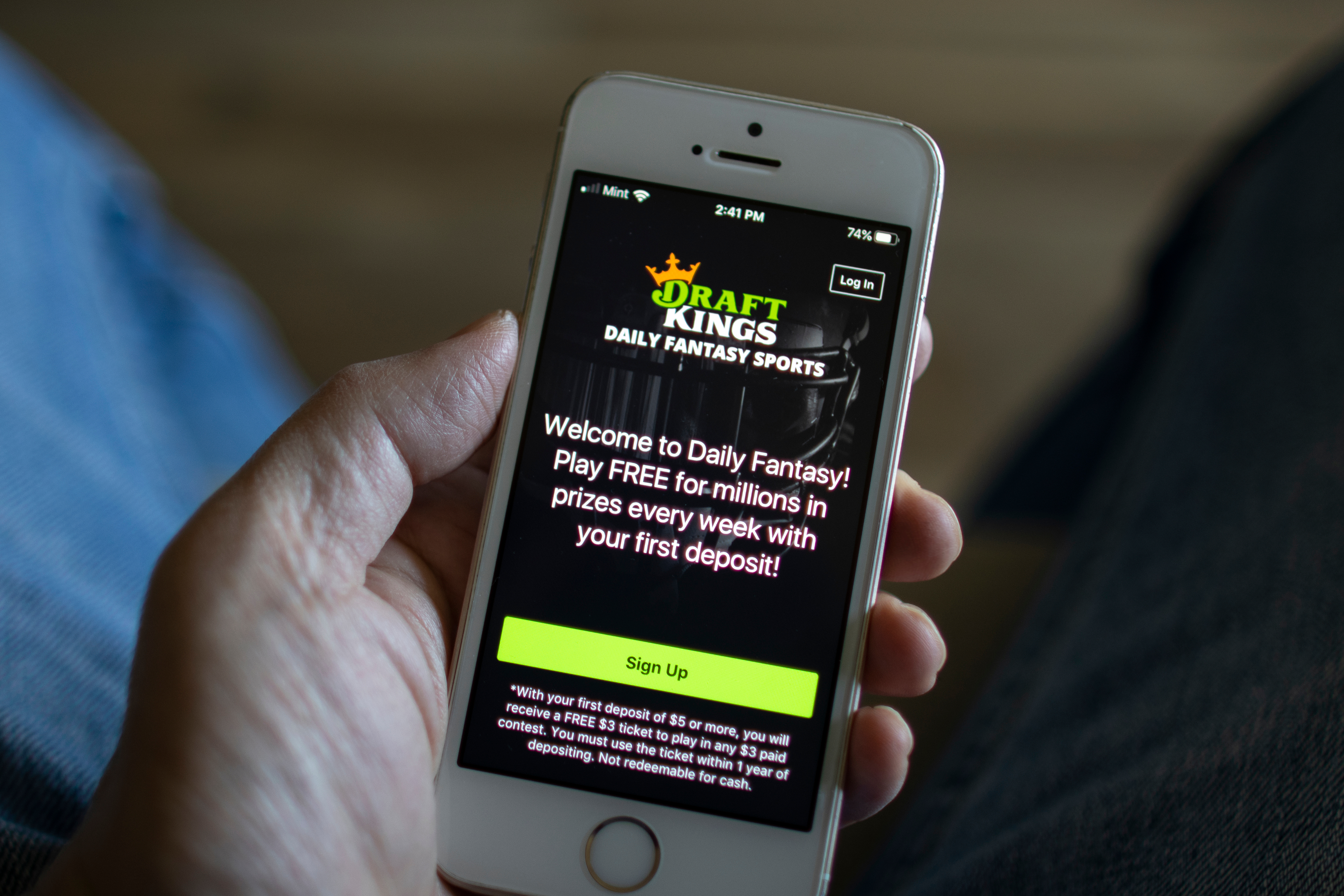 DraftKings tumbles after research firm alleges black market ties