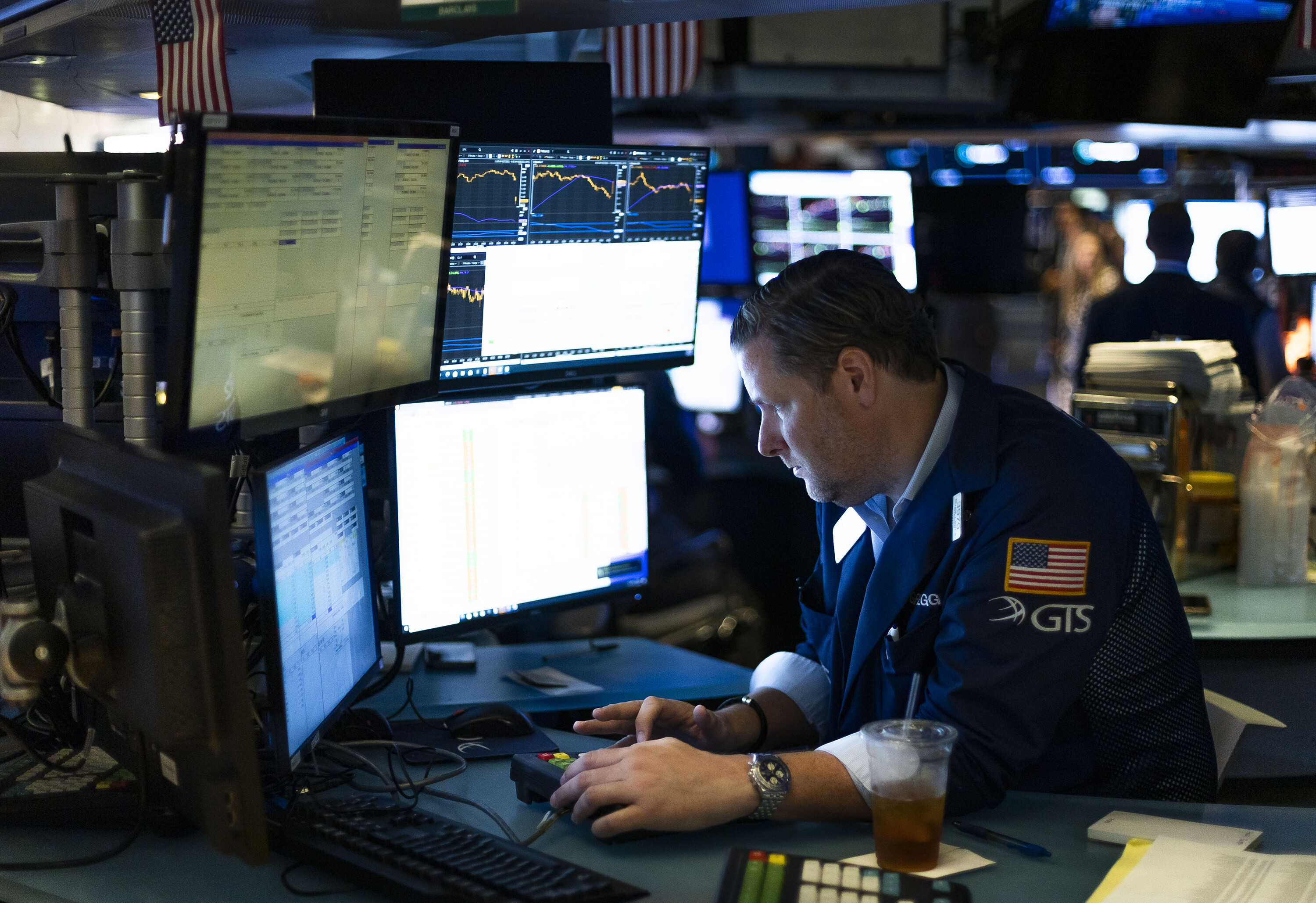 Dow drops 500 points as inflation concerns rattle investors