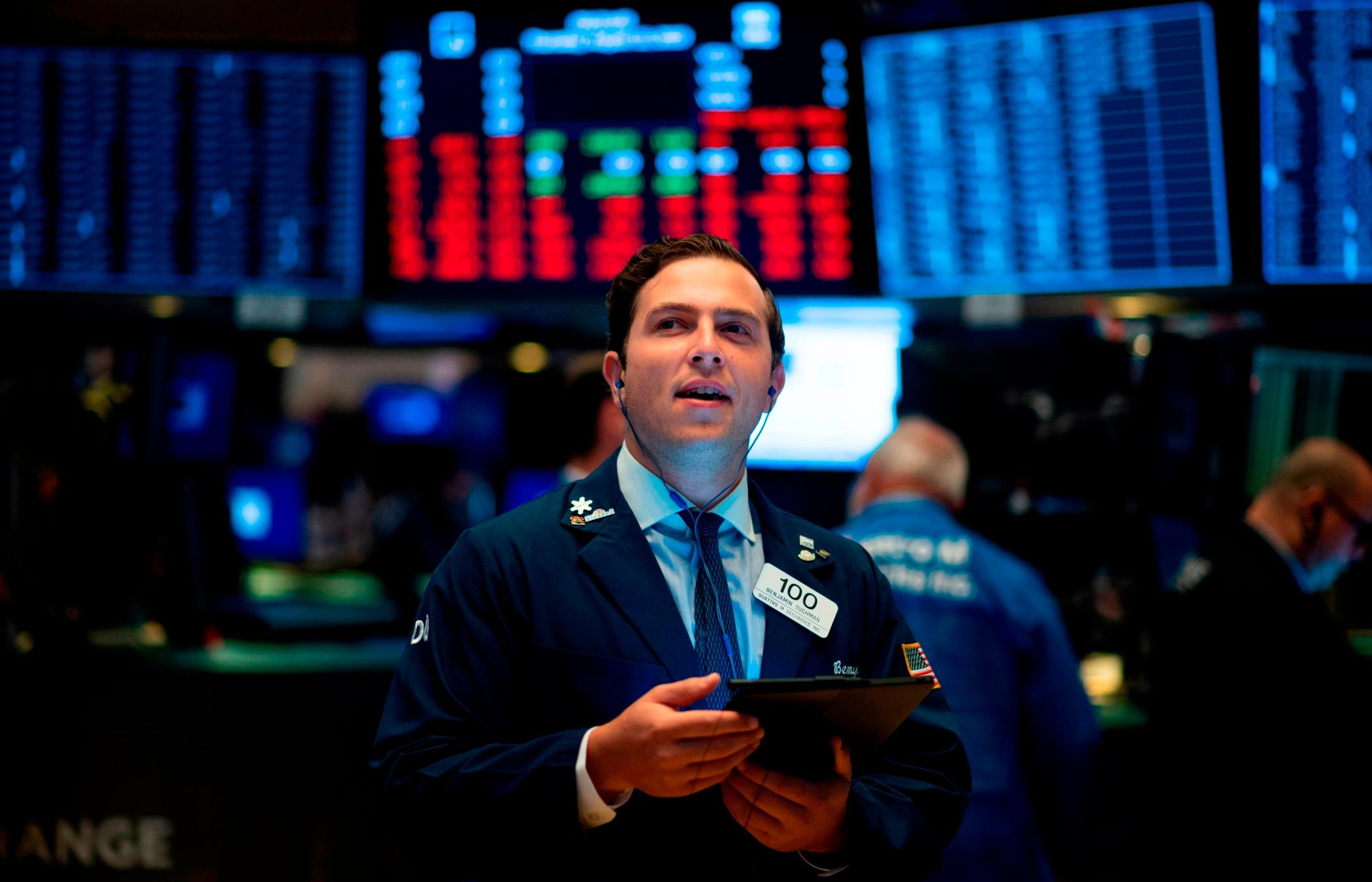 Dow ekes out gain as bond market flashes another recession warning