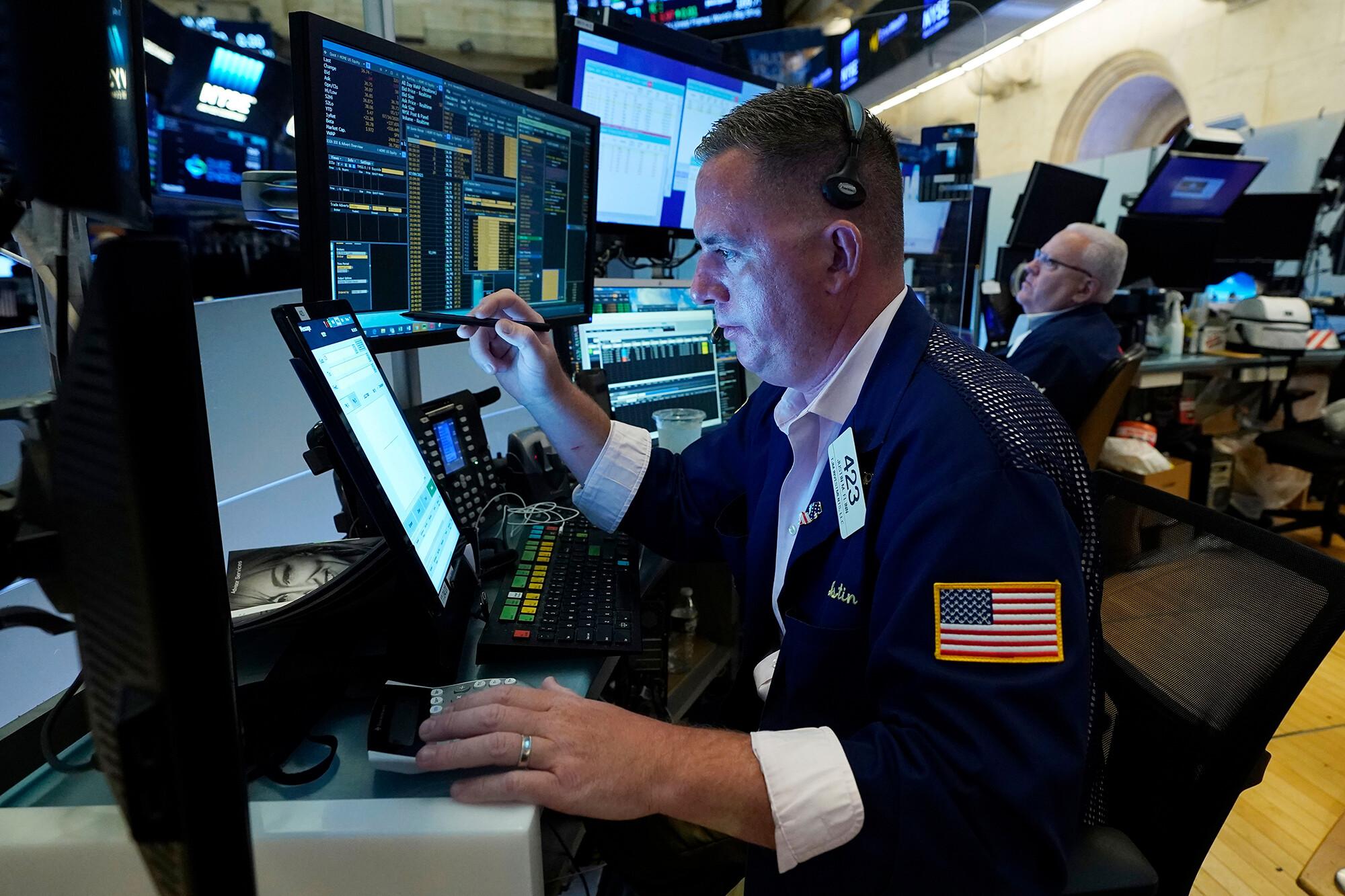 Stocks slide despite strong retail sales
