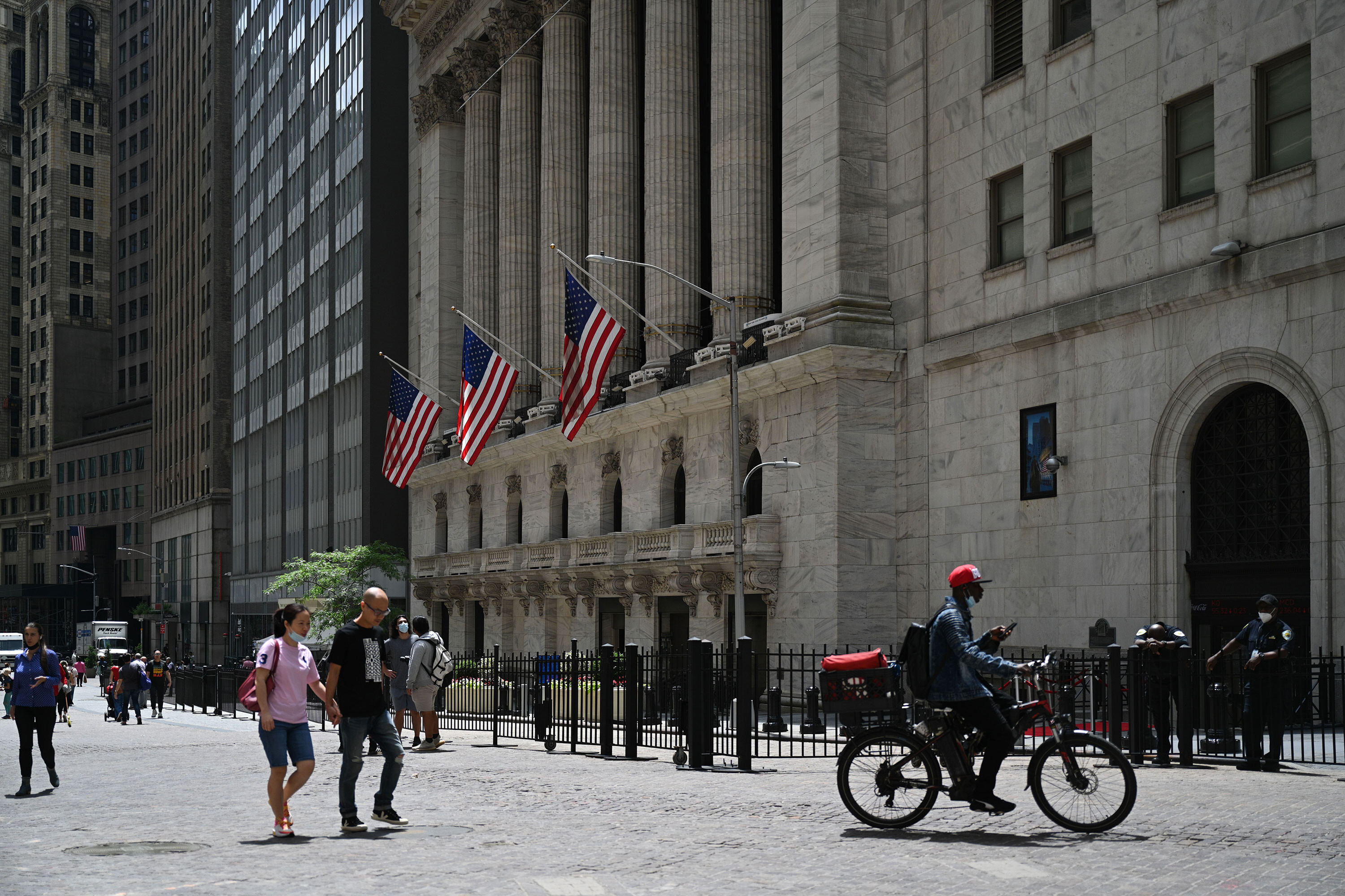US stocks set new records as Delta variant worries remain