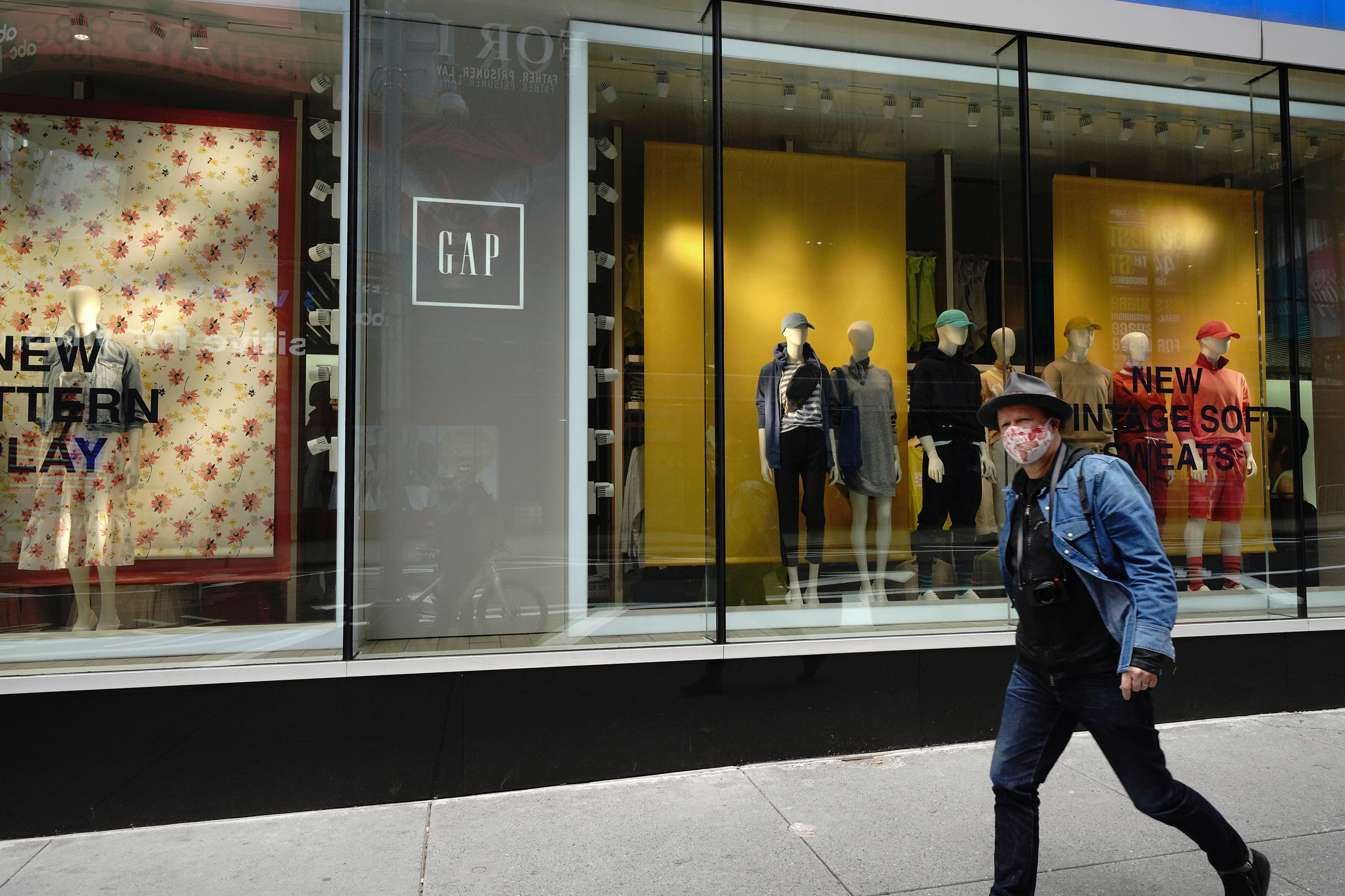 Gap's risky bet: Putting this year's unsold clothes back into stores next year