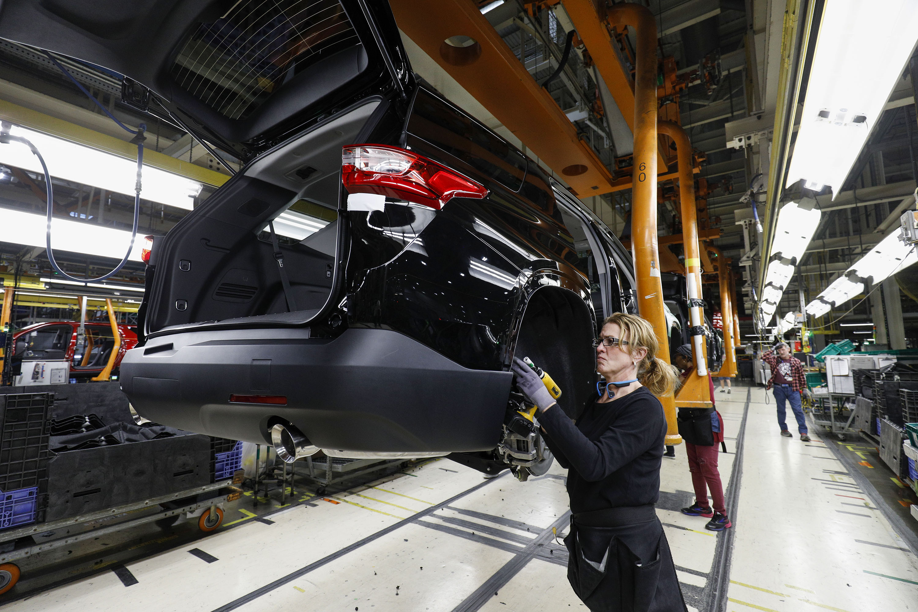 GM adding 1,200 jobs in two Michigan factories