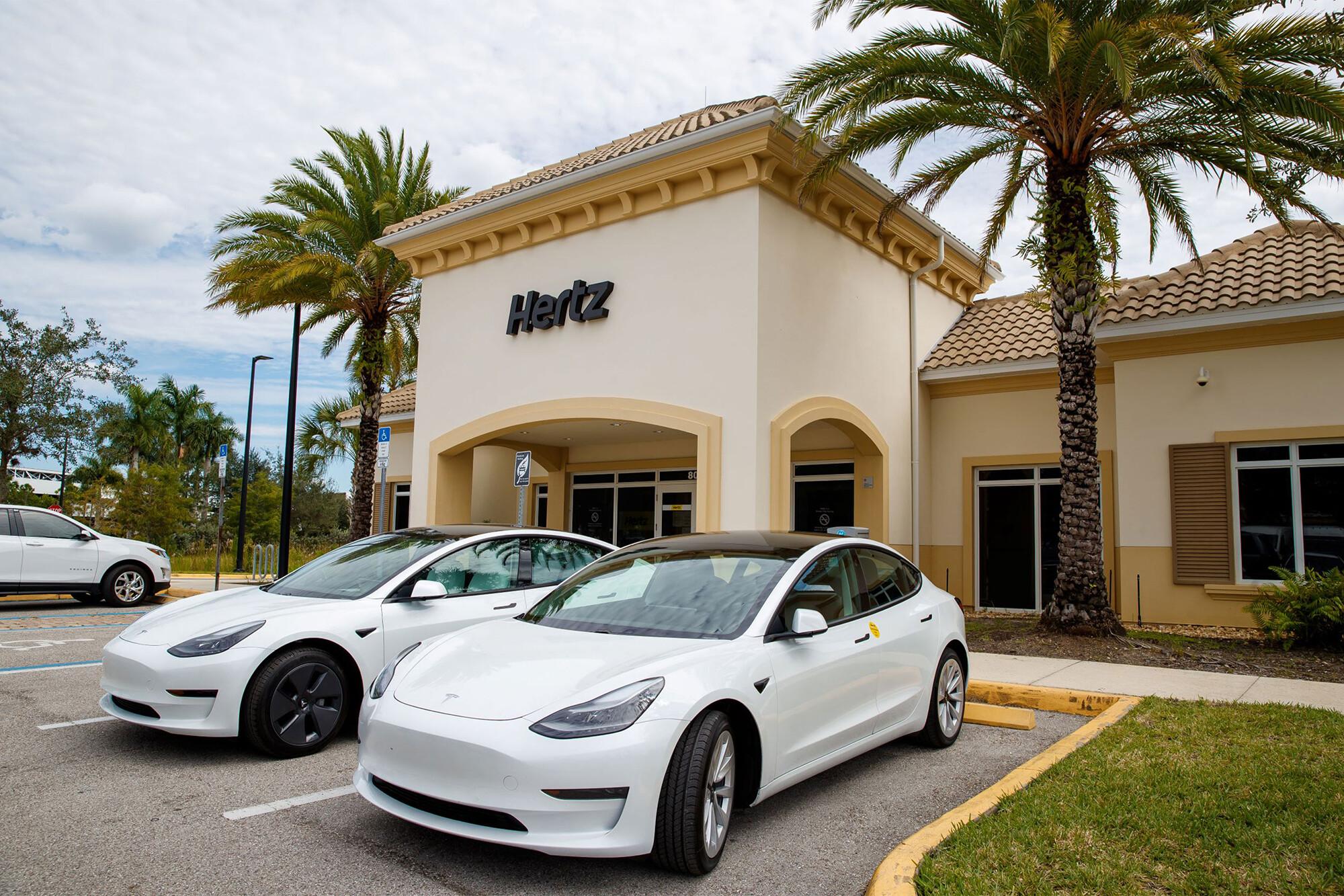 Hertz is buying 100,000 Teslas