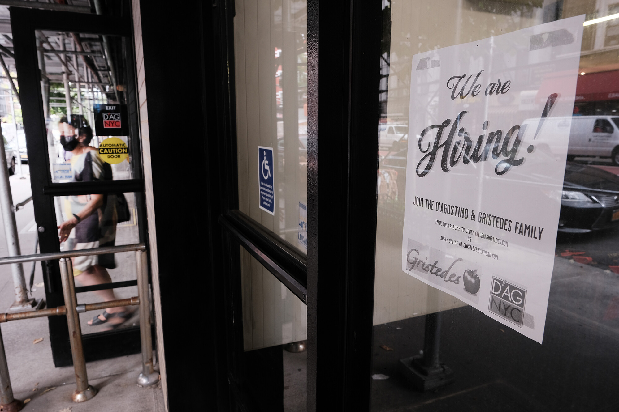 Jobless claims fall to new pandemic low in last week of enhanced benefits