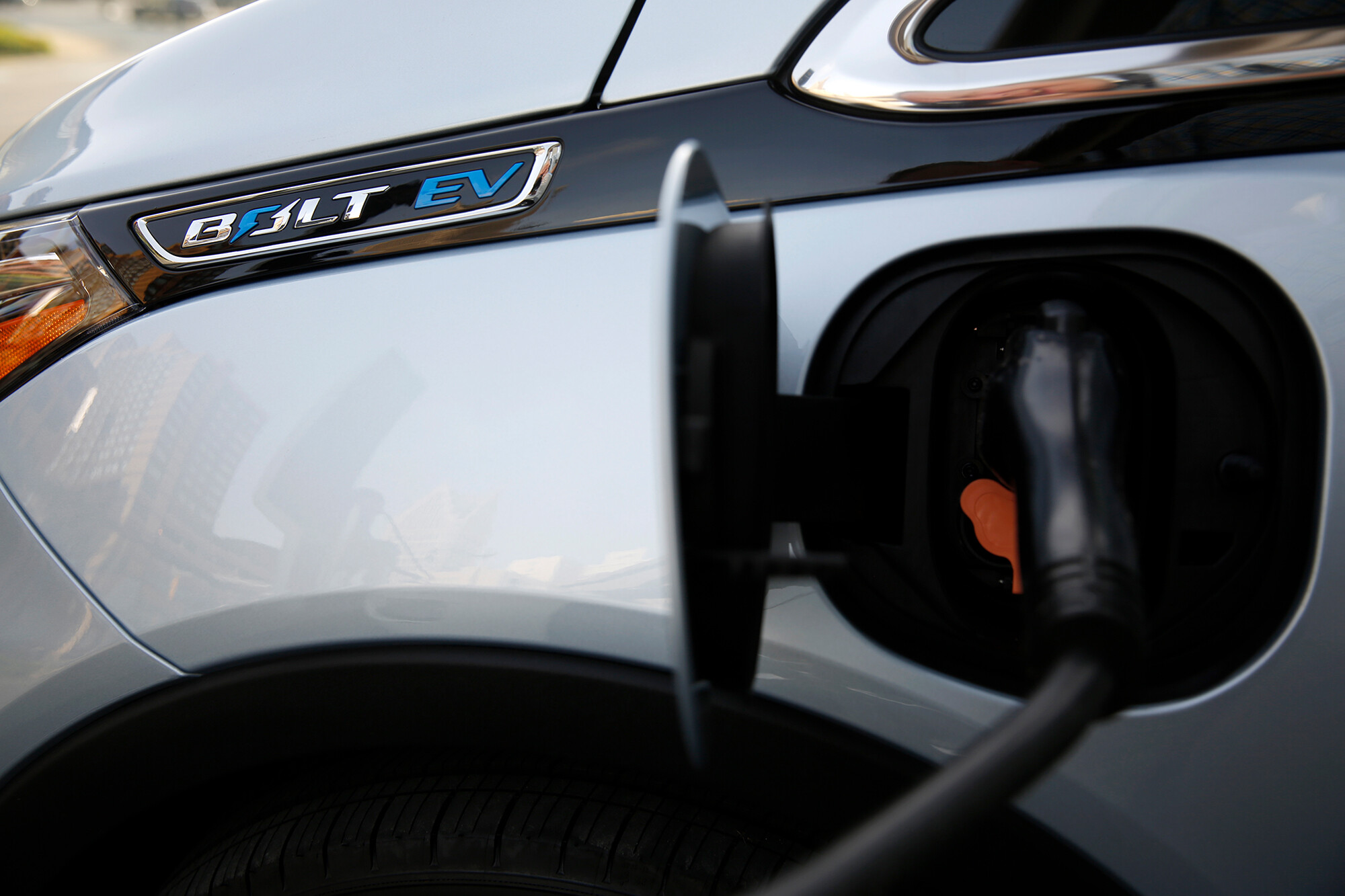 LG to pay GM $1.9 billion to cover cost of Bolt recall for battery fires