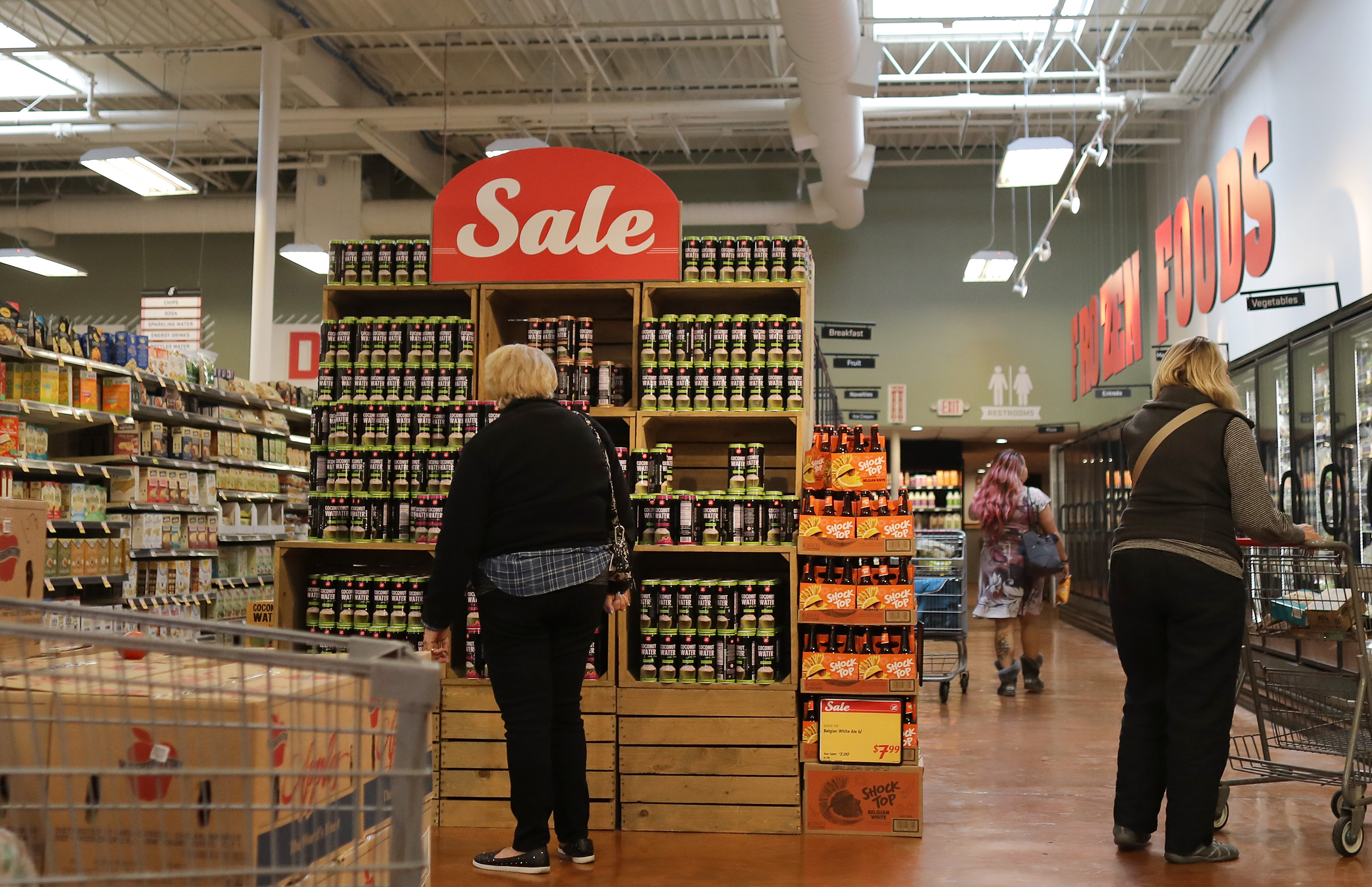 This grocery store wanted to compete with Whole Foods. Now it's going bankrupt