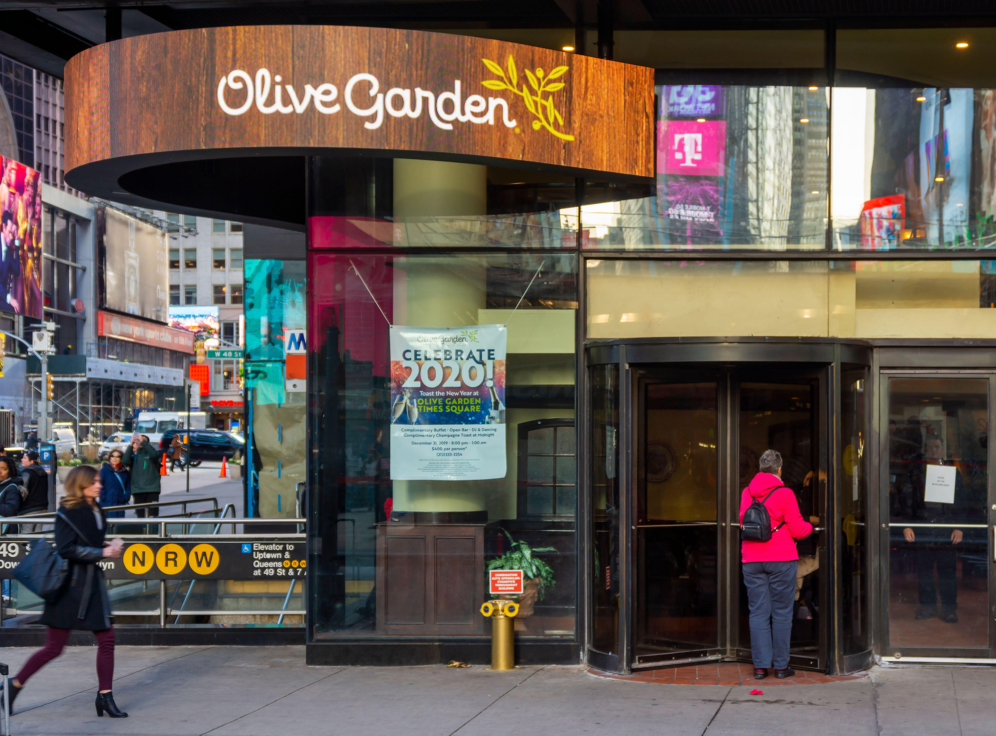 NYC dining rooms are still closed. That's squeezing Olive Garden's best restaurant