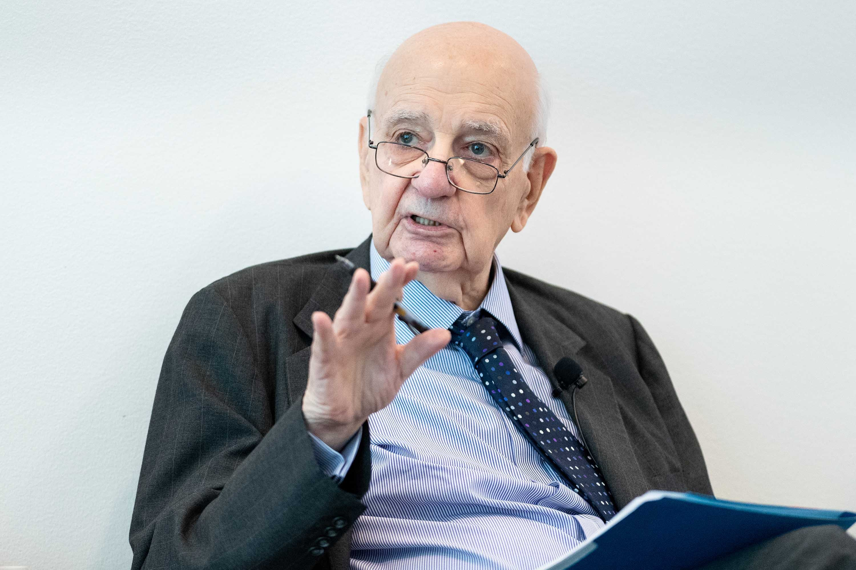 Paul Volcker, former Fed chairman who fought inflation, dies at 92