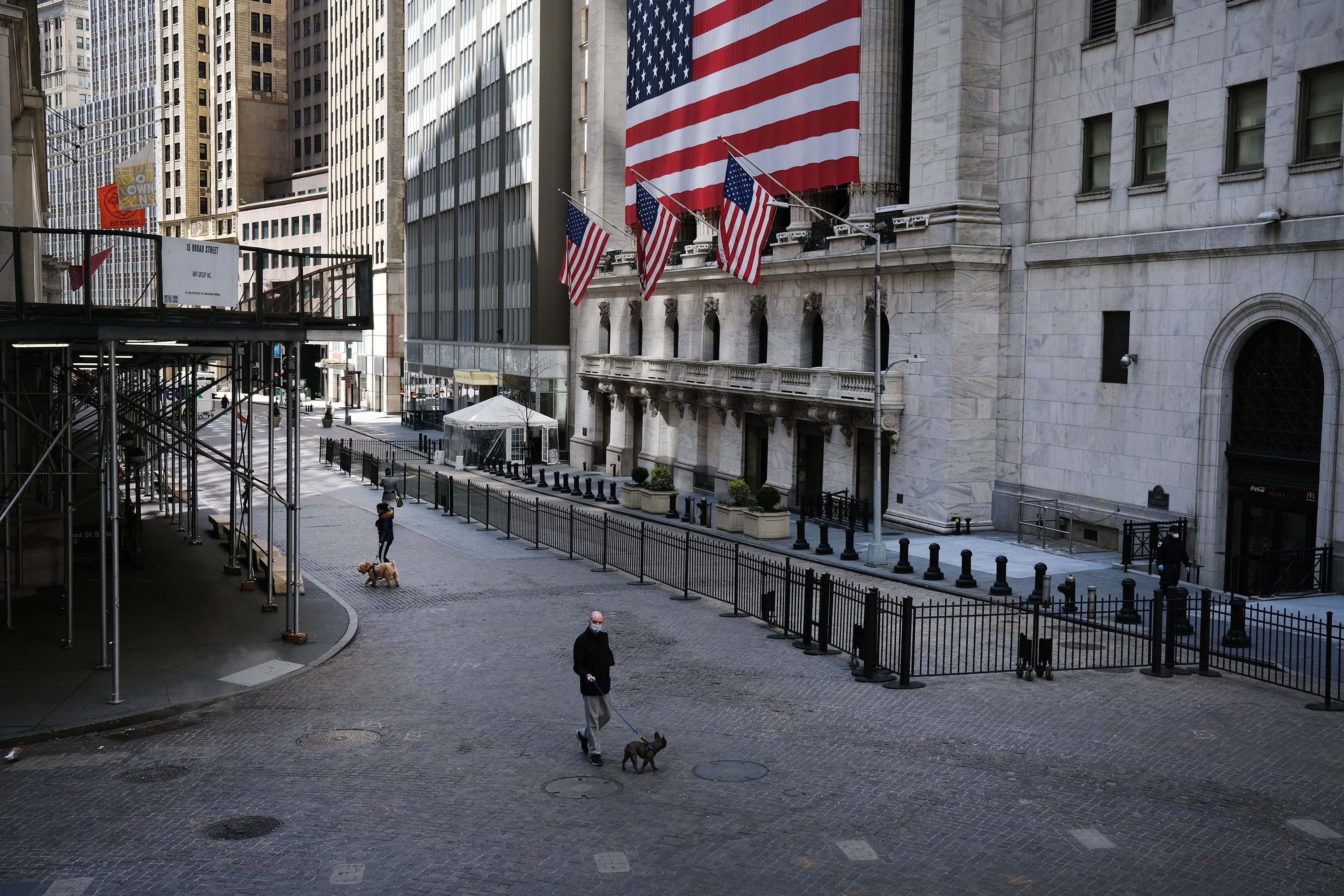 US stock futures volatile Thursday following record jobless claims number