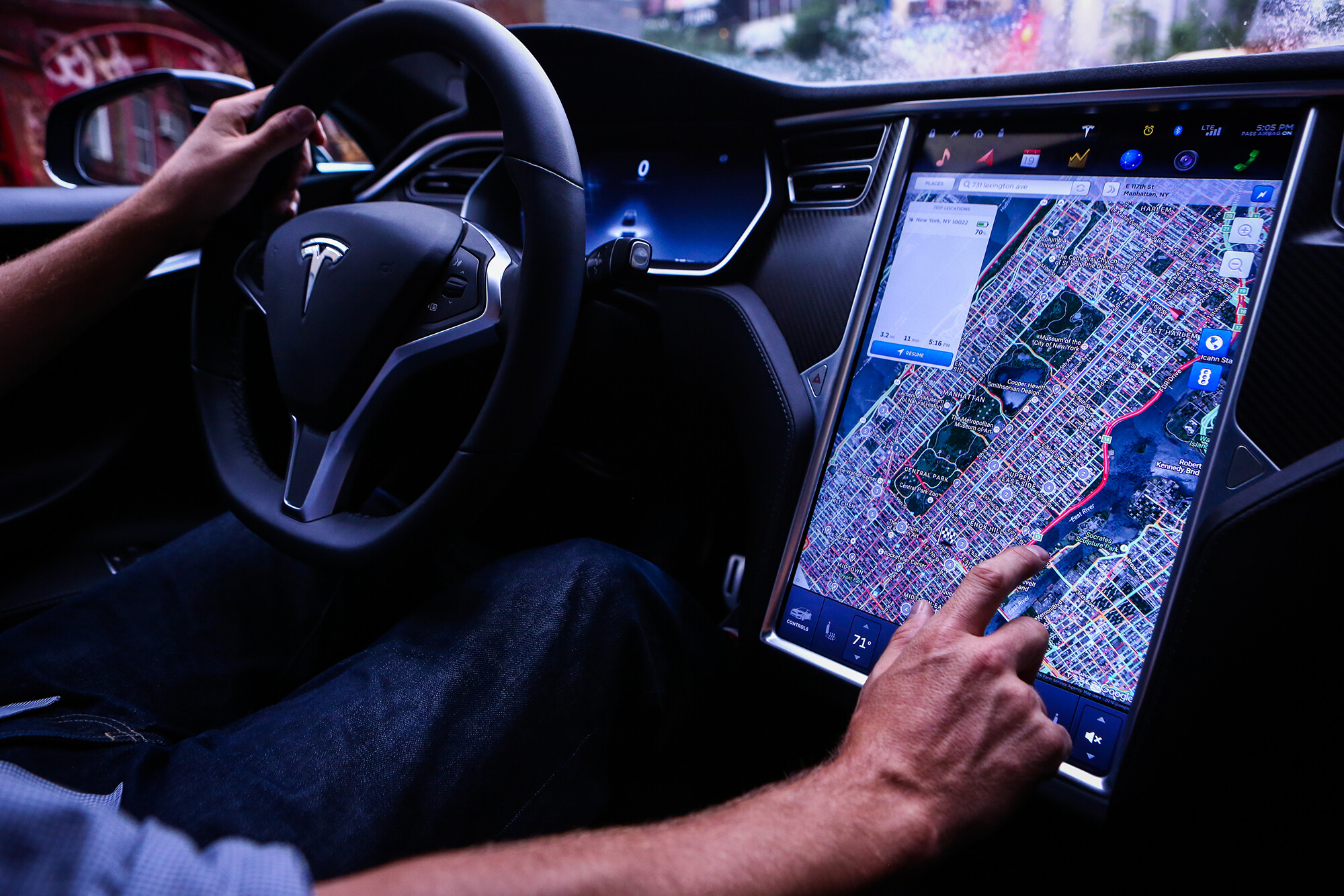 Tesla's 'full self-driving' rolls back its privacy protection of trip videos