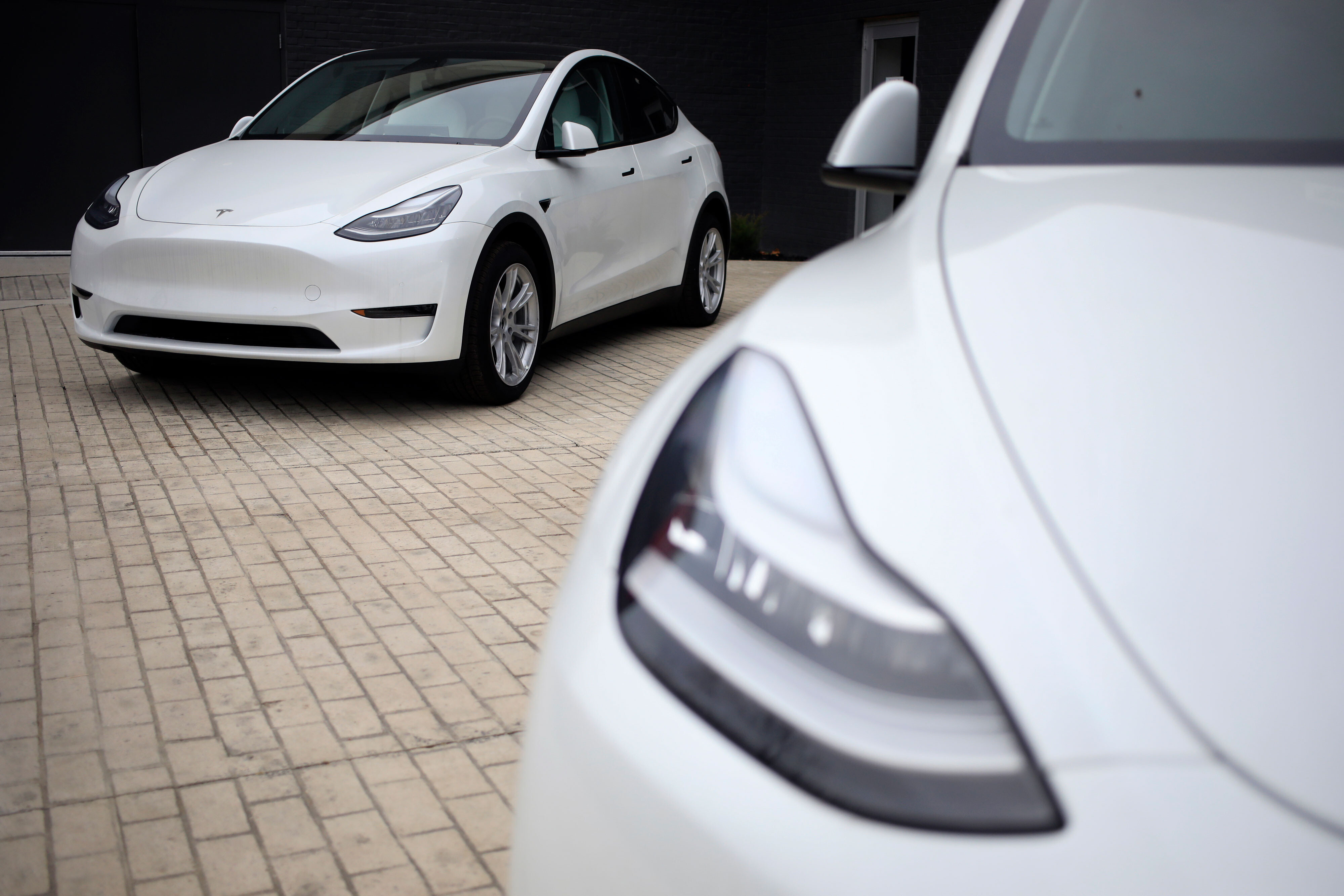 Tesla sales rise despite problems with chips and China