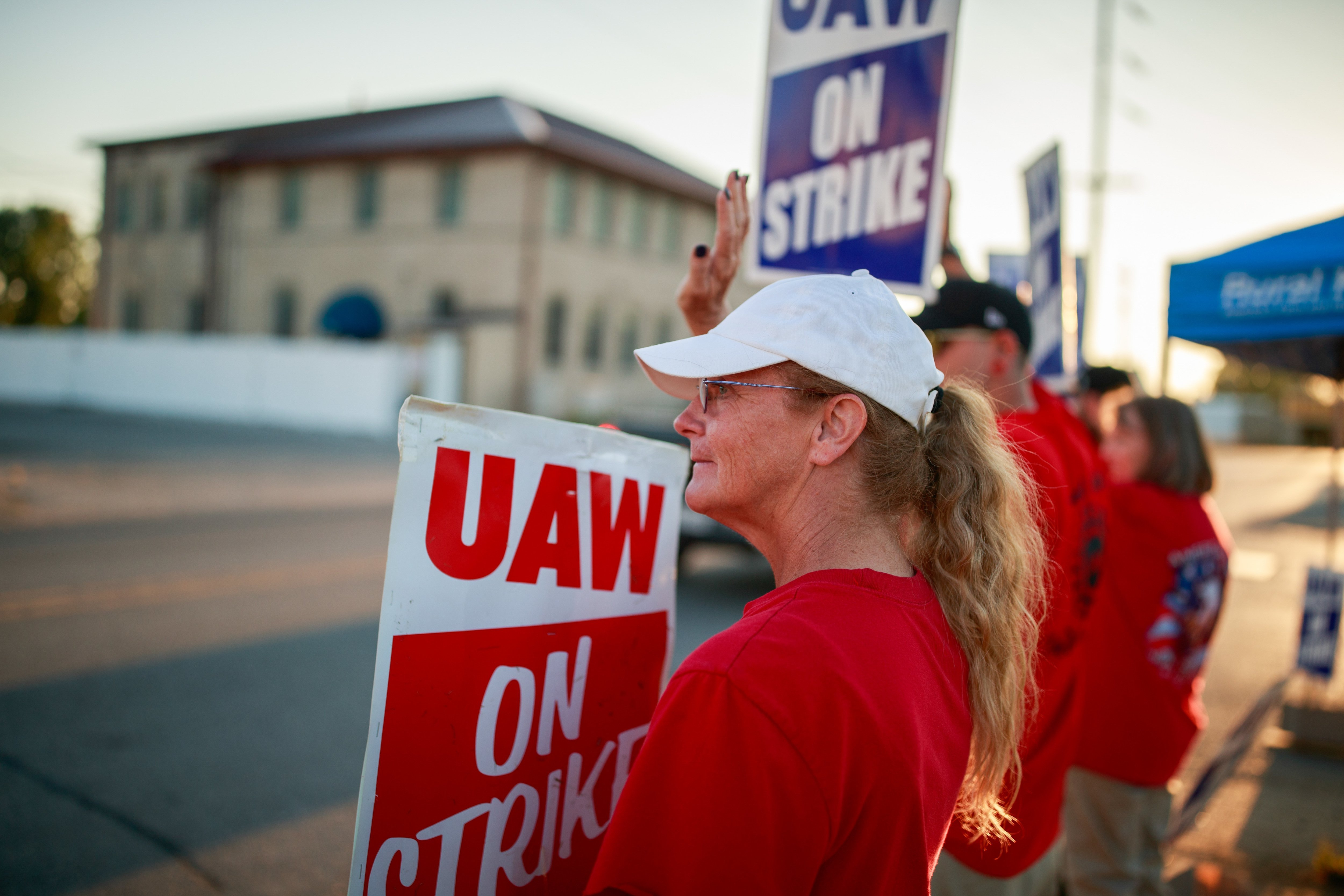 GM strike by 50,000 autoworkers enters day four