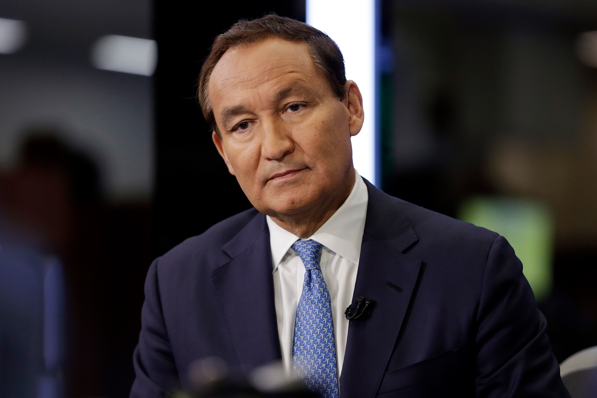 United Airlines CEO Oscar Munoz is stepping down