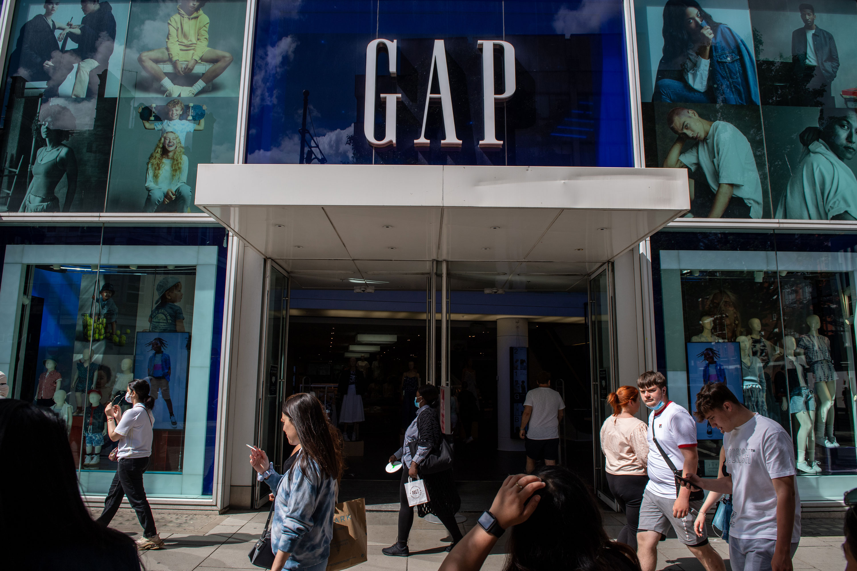 Gap to close all stores in UK and Ireland