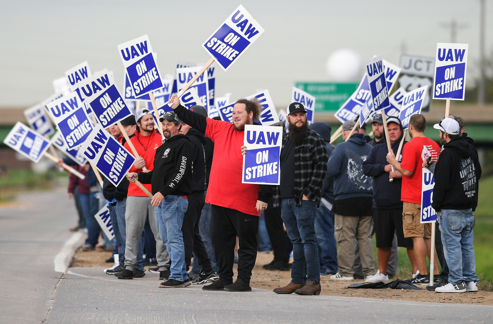 Elizabeth Warren backs Deere strike, saying workers have gotten the short end of the stick 'for decades'