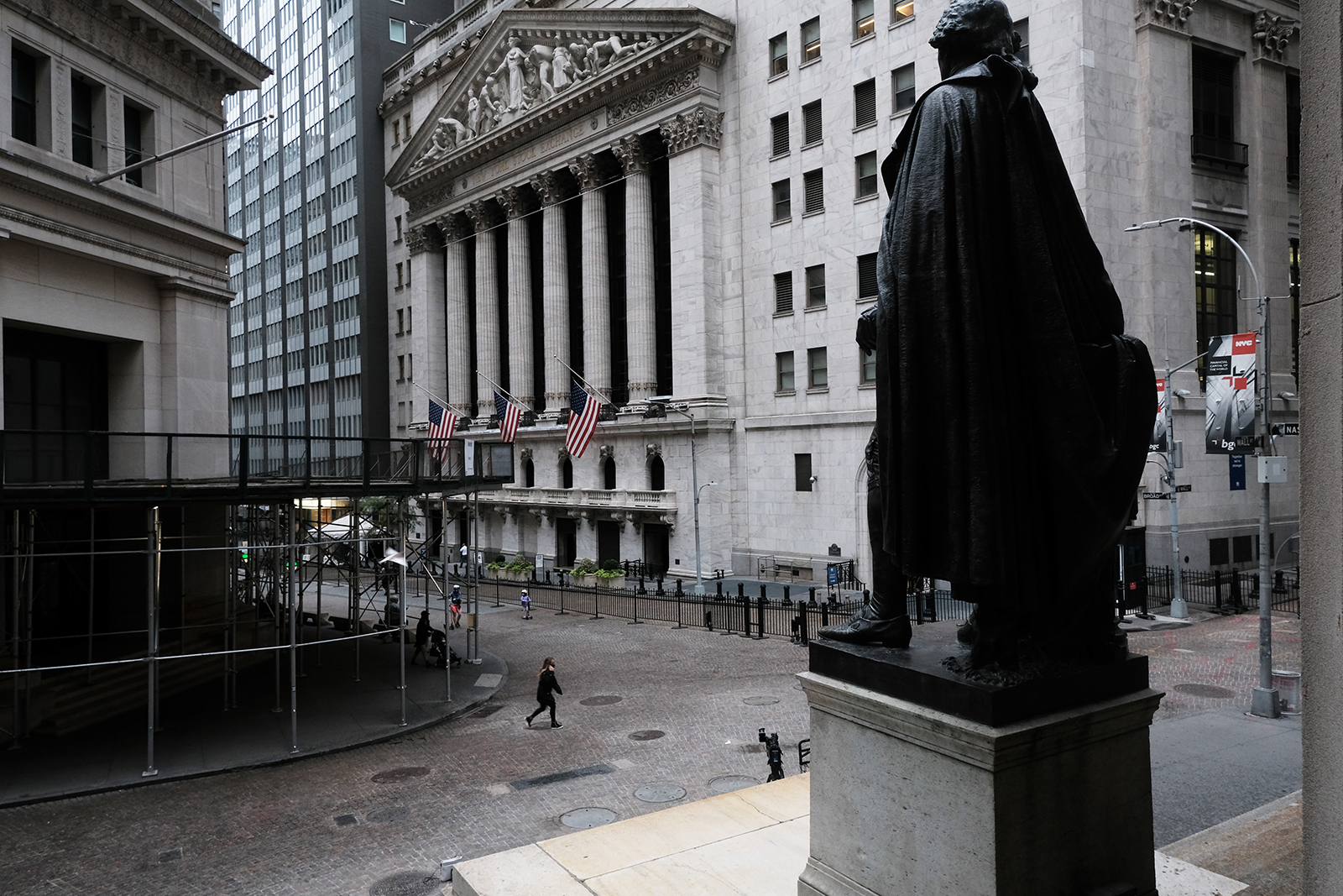 Stocks tumble as Covid-19 cases surge and stimulus is nowhere to be found