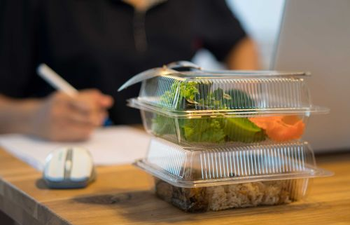 Image for French workers can now eat lunch at their desks without breaking the law