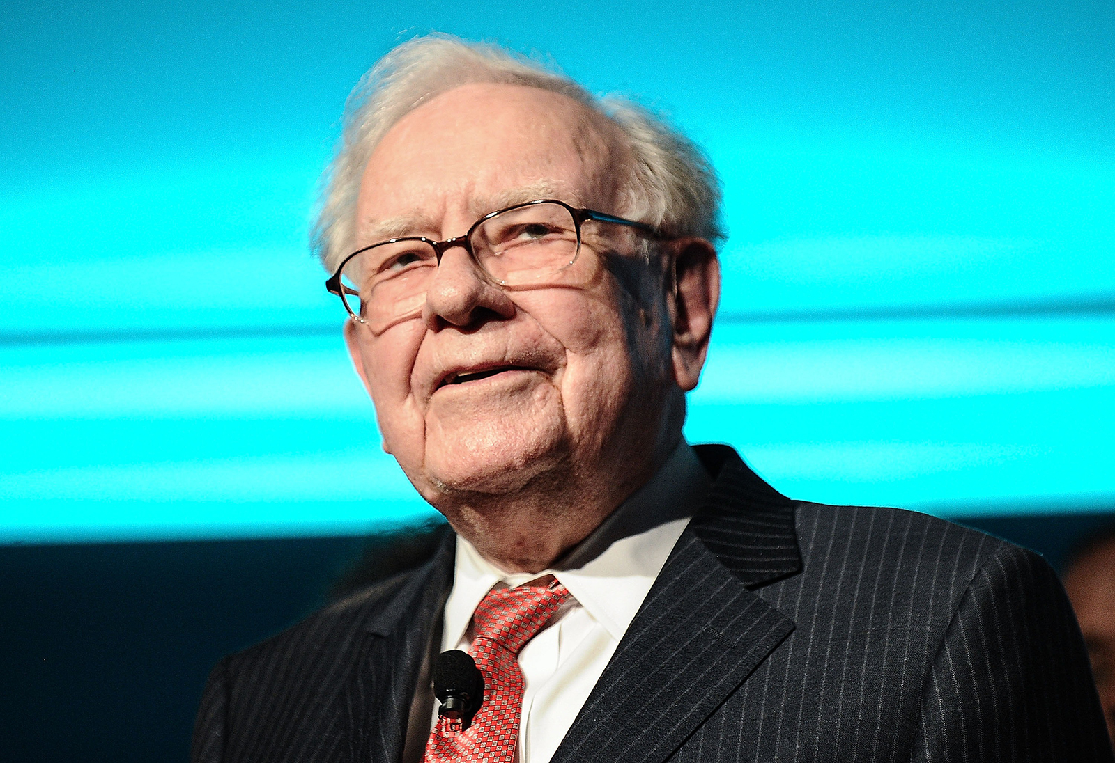 Warren Buffett sees shades of 1980s crisis in today's bond market