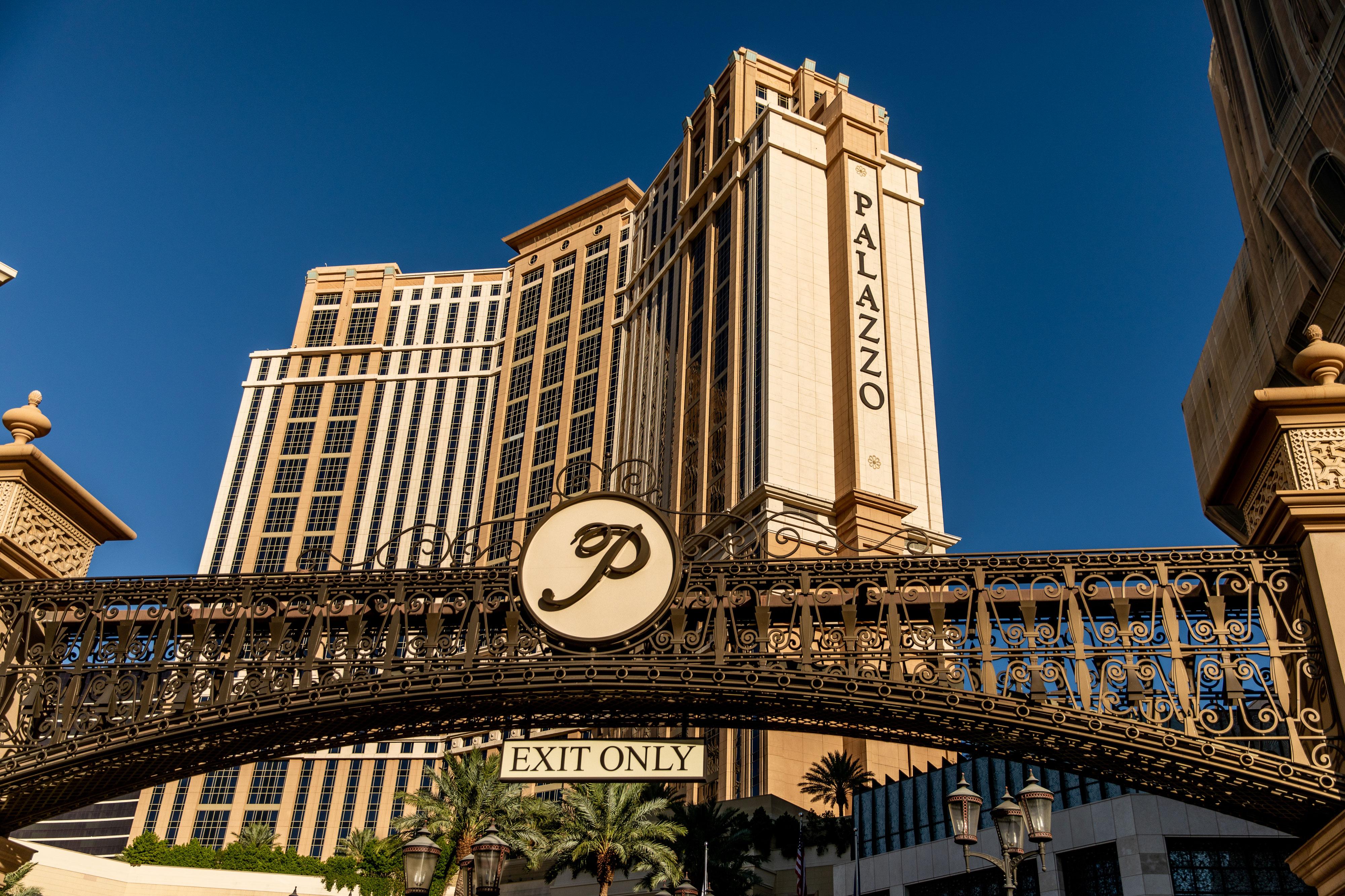 GOP mega-donor Sheldon Adelson considers selling his Las Vegas Sands casinos