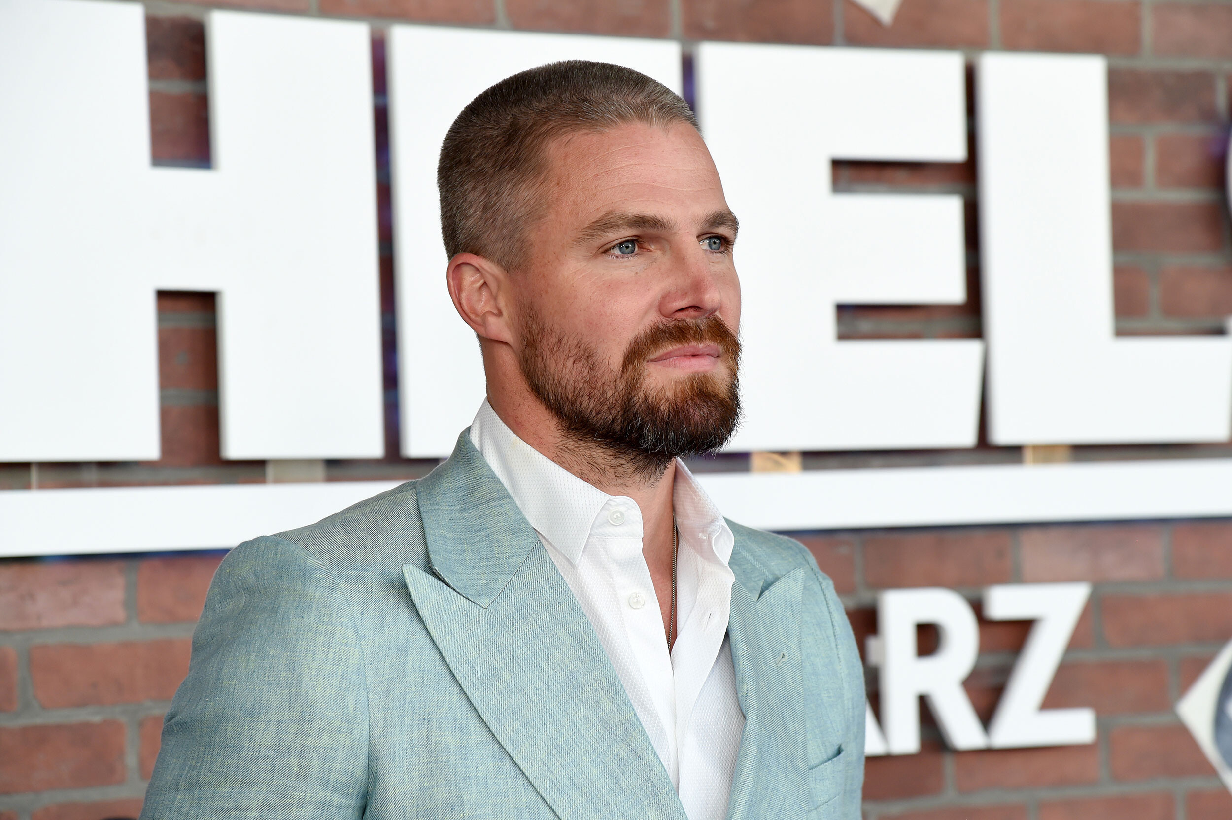 Stephen Amell says he had 'too many drinks' before being asked to leave flight