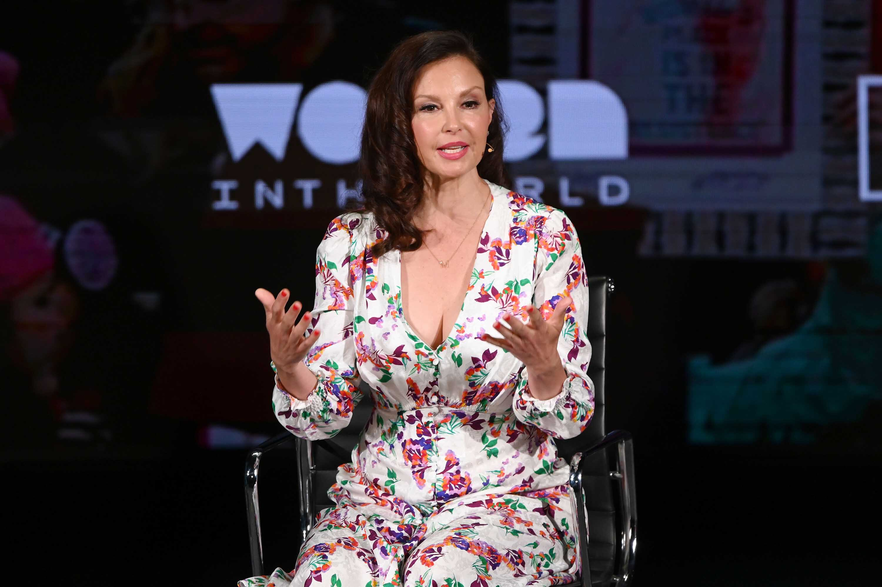 Ashley Judd is walking again, six months after shattering her leg in Congo accident